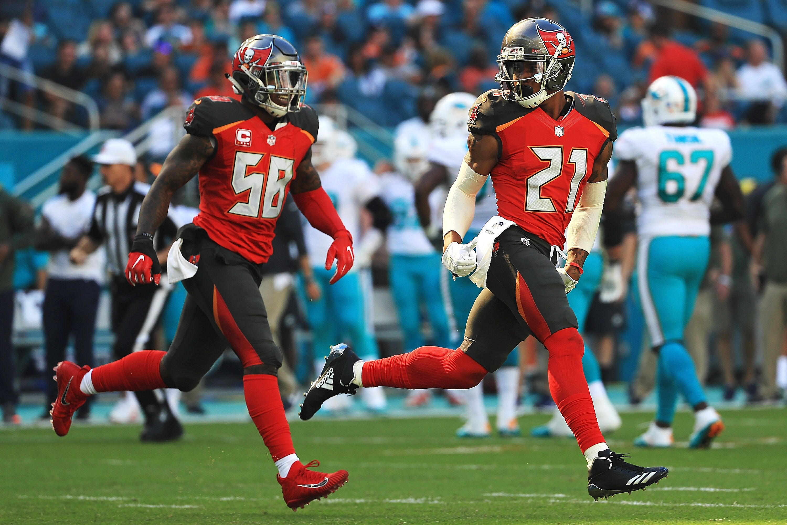 876331652-tampa-bay-buccaneers-v-miami-dolphin.jpg