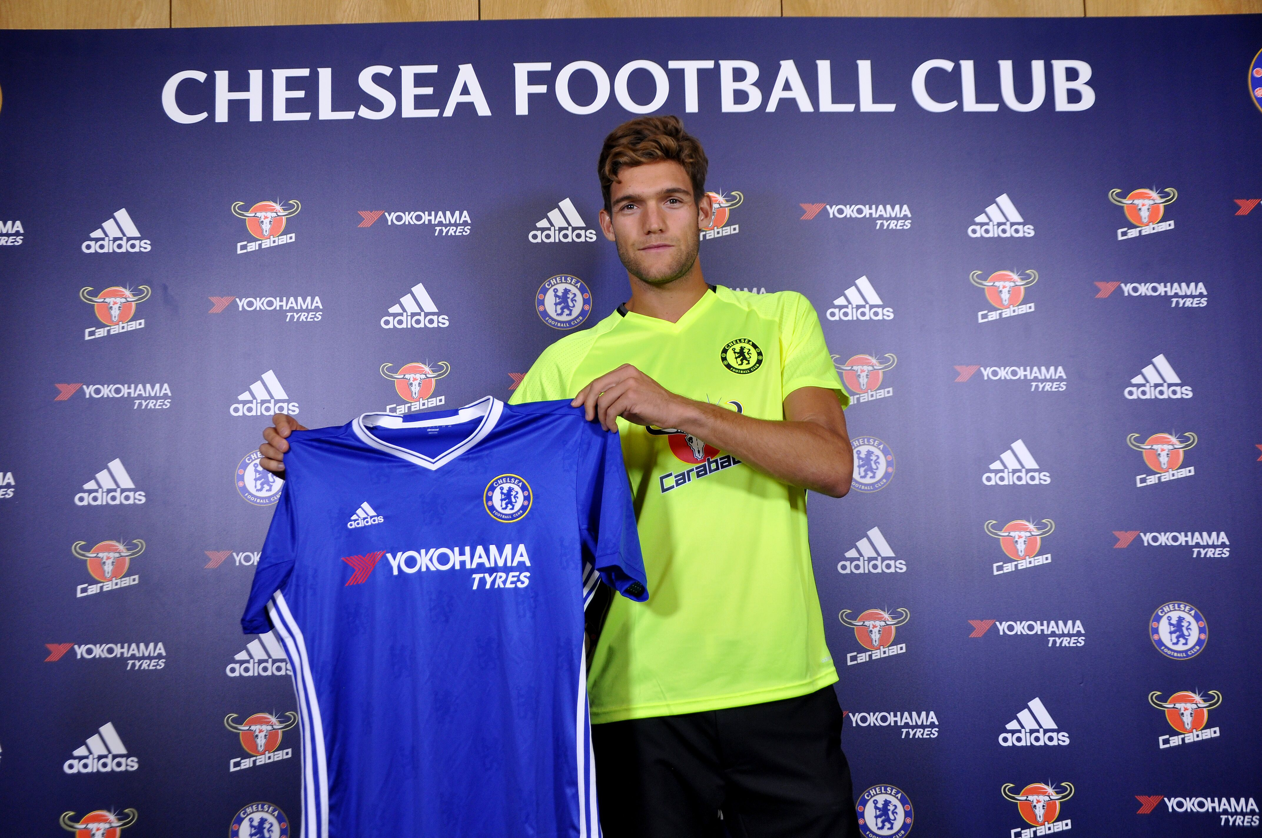 meet 073b0 1f1e5 Chelsea FC's Marcos Alonso: Who the hell are you?