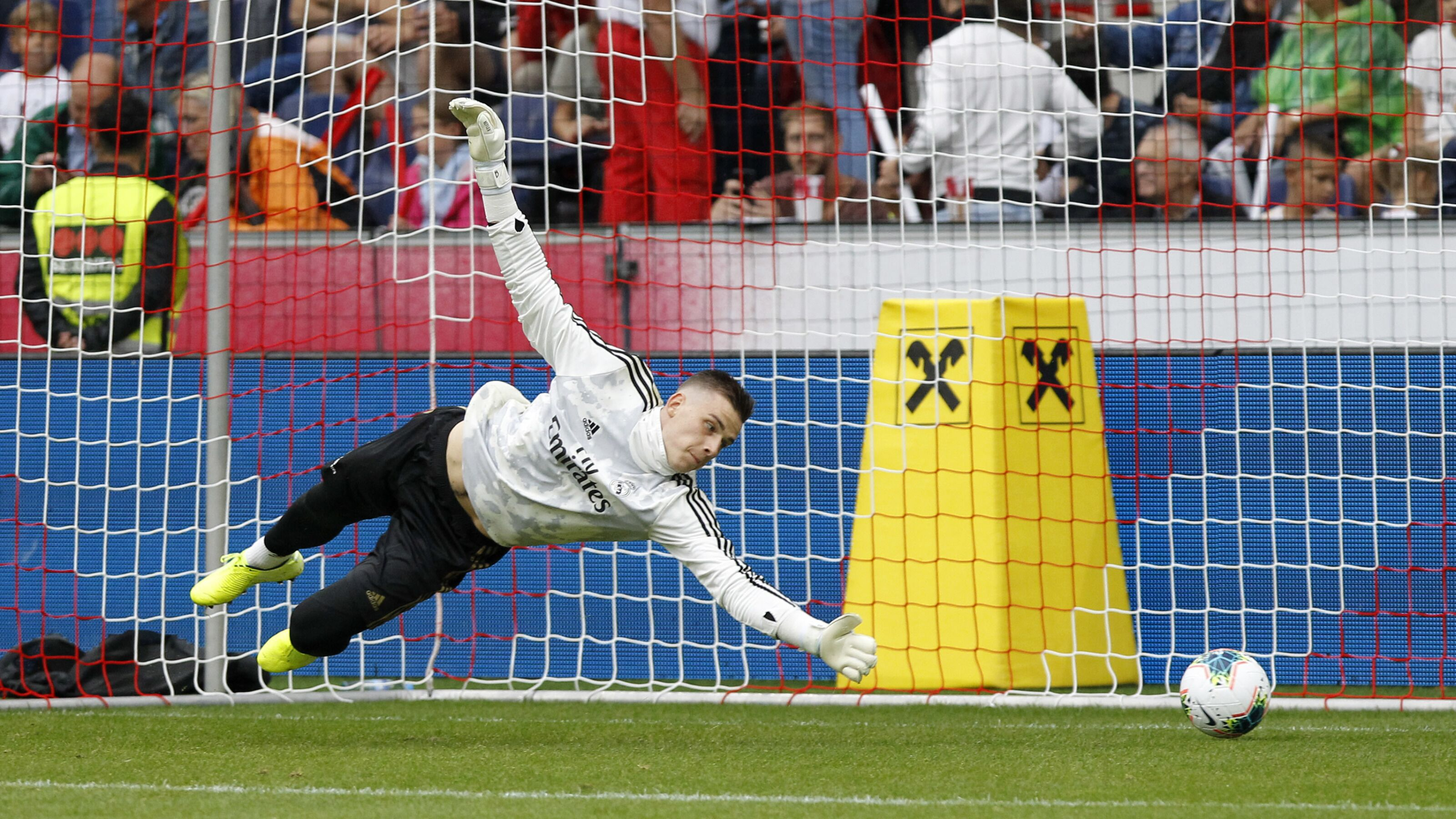 Real Madrid loan goalkeeper Andriy Lunin to Real Valladolid