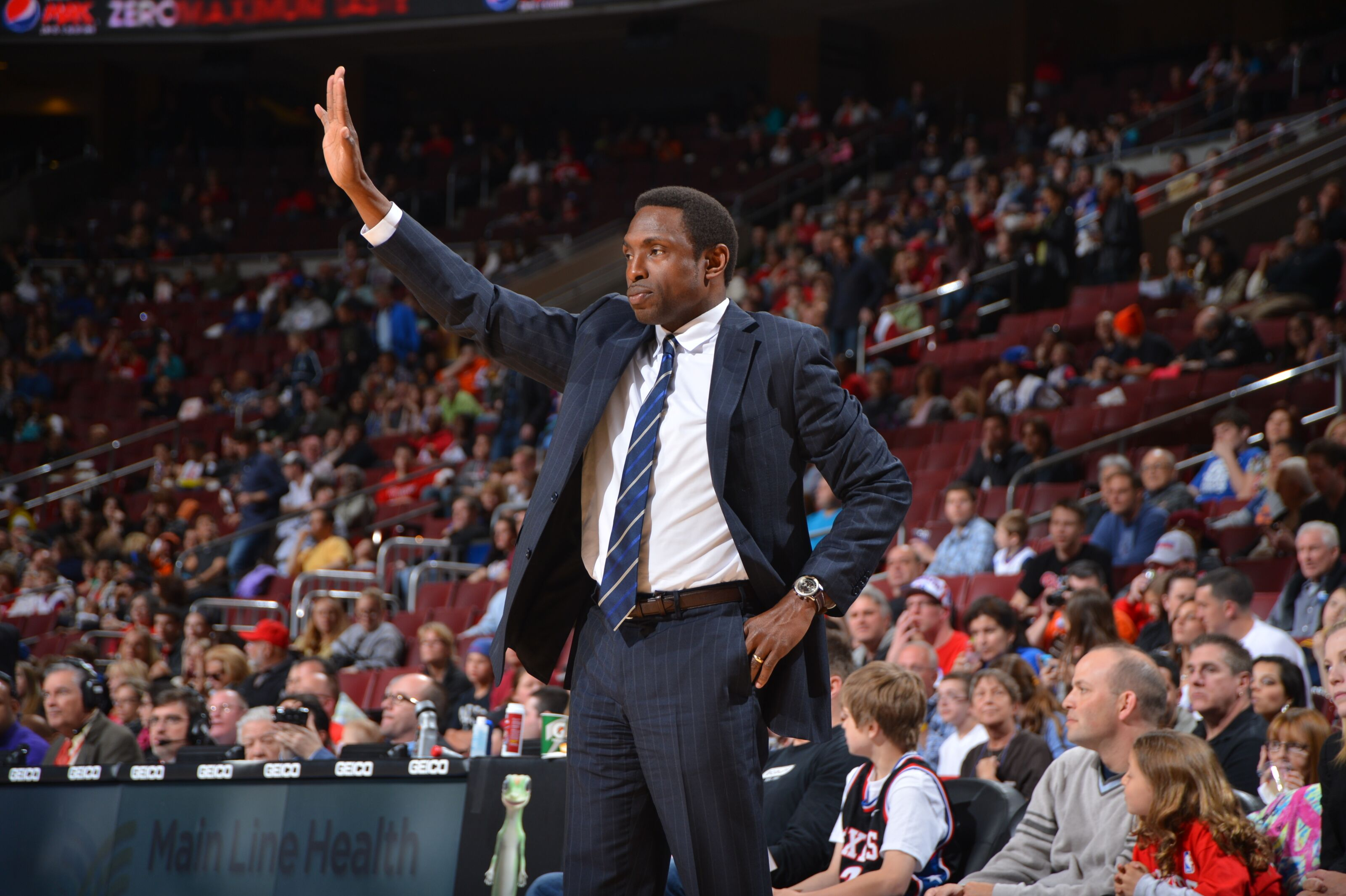 Philadelphia 76ers interviewing Avery Johnson as assistant coach
