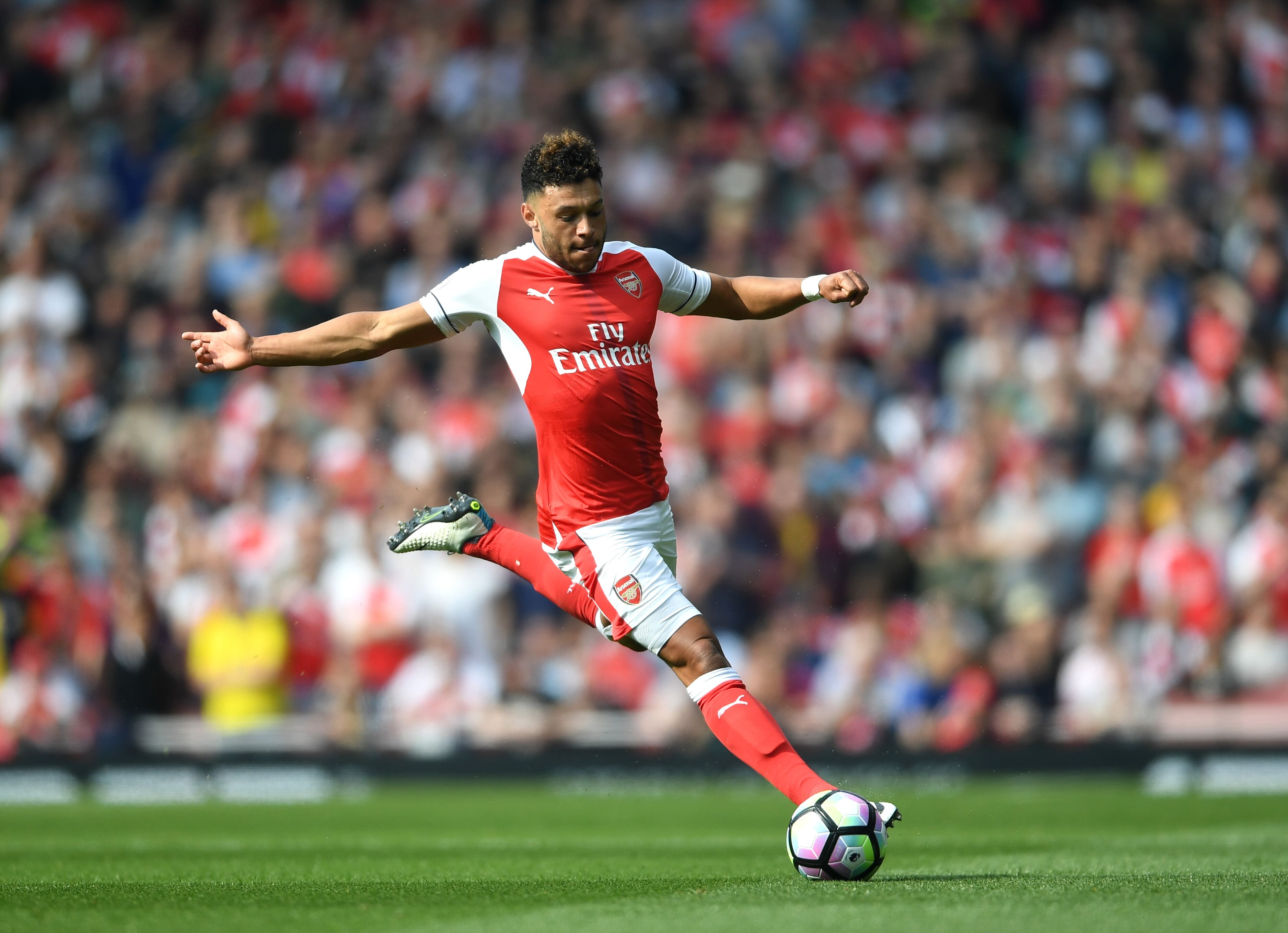 Chelsea to place bid for Arsenal s Alex Oxlade Chamberlain