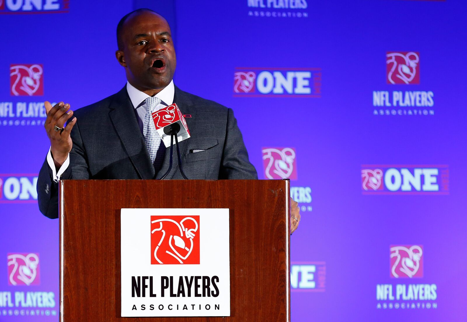 Report: NFLPA telling players to save money for a potential lockout in 2021