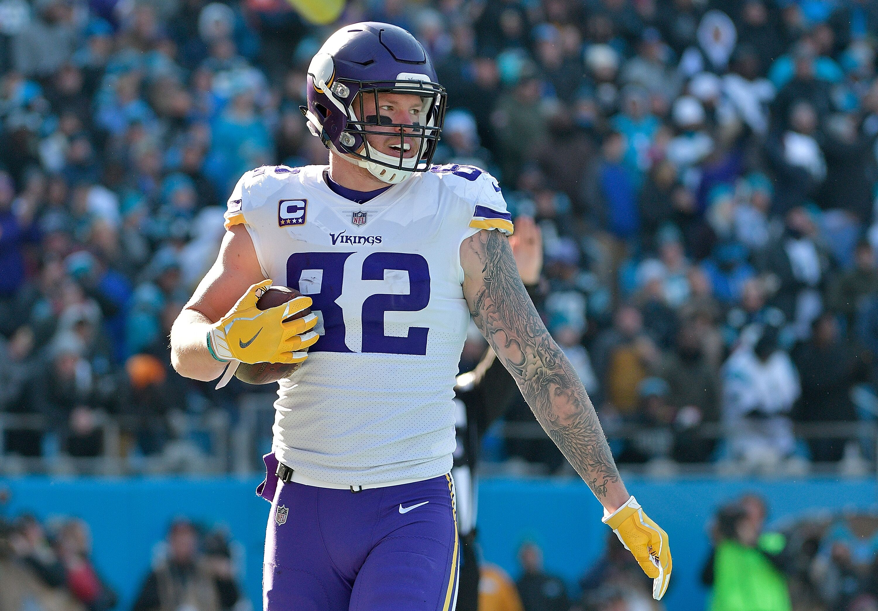 the best attitude f0b56 4d1fa Vikings TE Kyle Rudolph doesn't need a pay cut, he needs ...