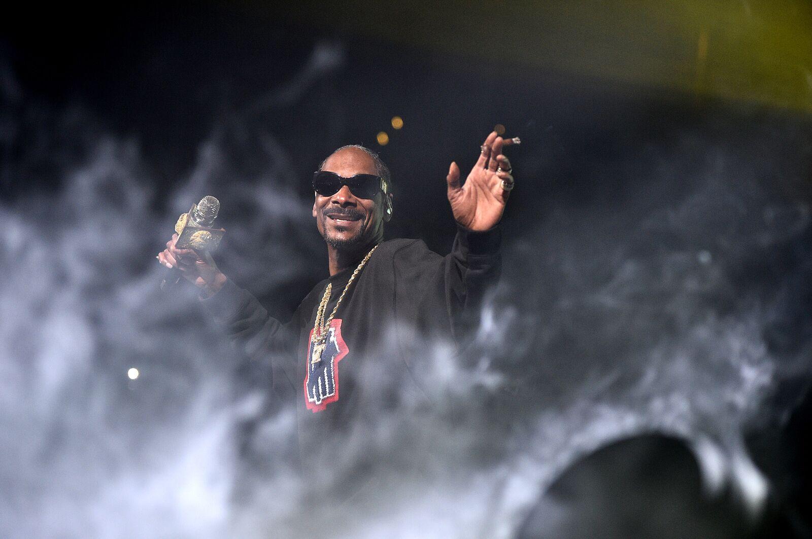 Kansas basketball: Admin shouldn't apologize for Snoop Dogg