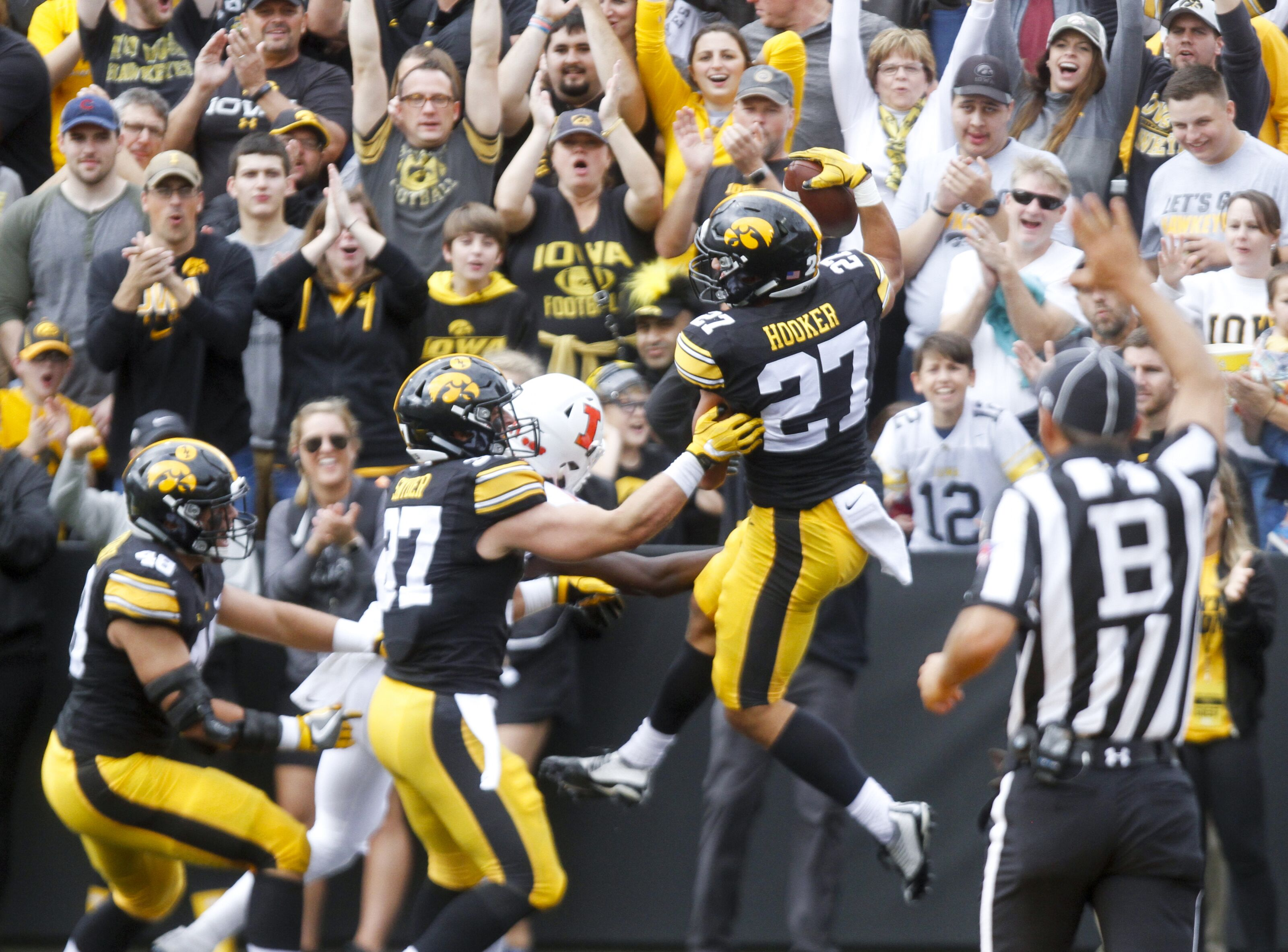 Tennessee Titans: Amani Hooker dives for interception vs. Steelers