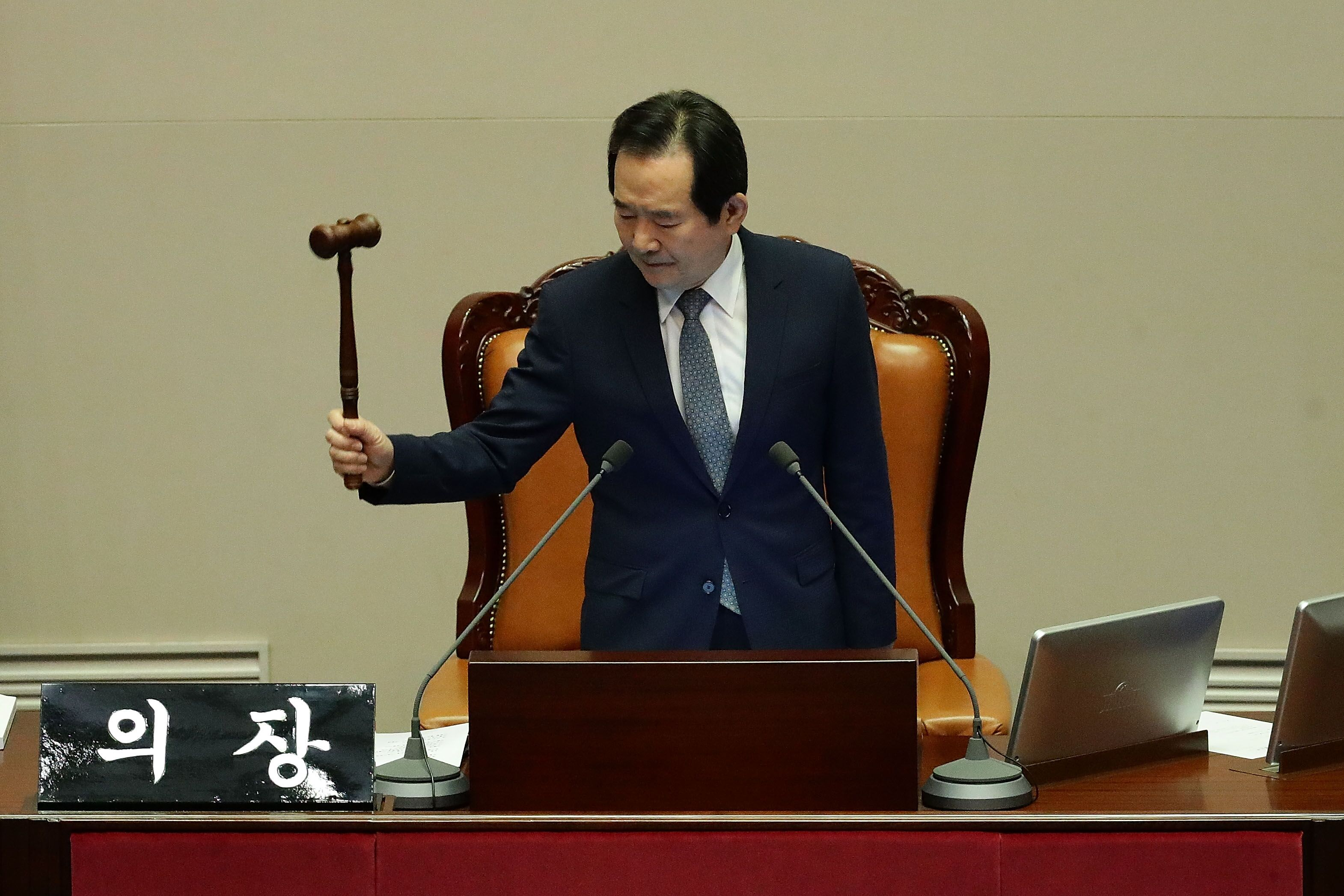 628685294-south-korean-national-assembly-votes-on-president-parks-impeachment-trial.jpg