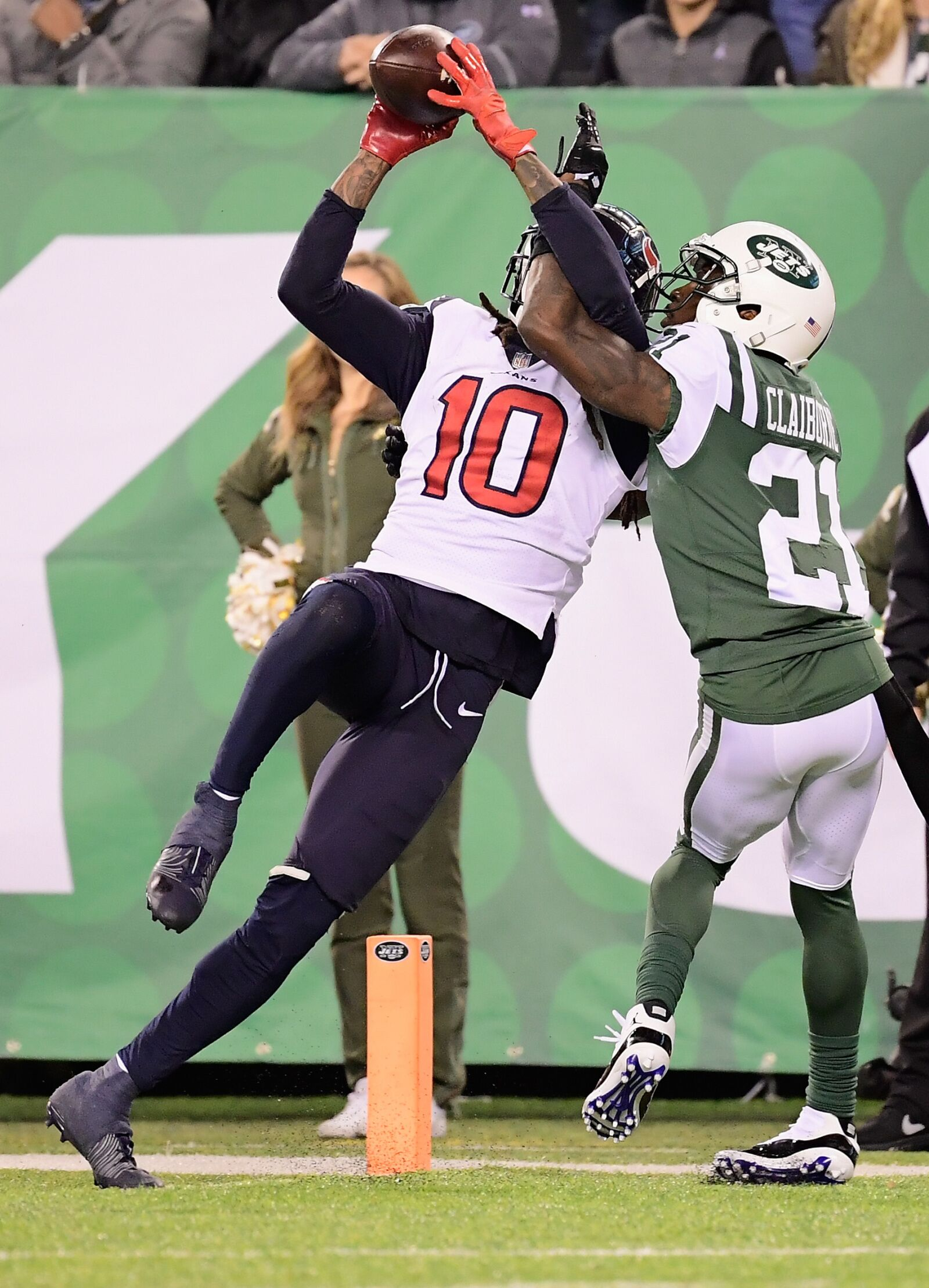 Houston Texans: Reggie Wayne praises DeAndre Hopkins' 'strong hands'