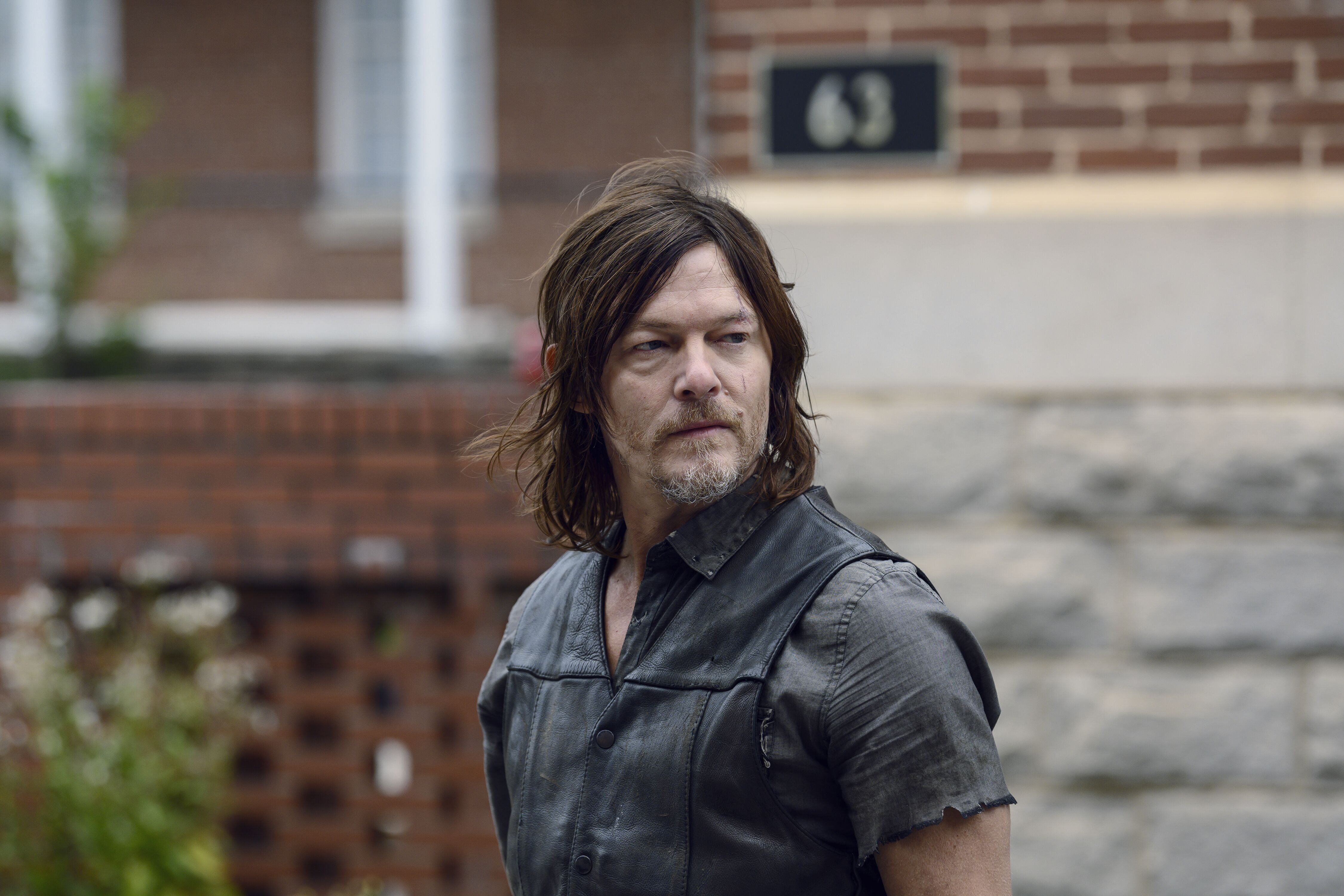 The Walking Dead: Norman Reedus has dance-off with walkers