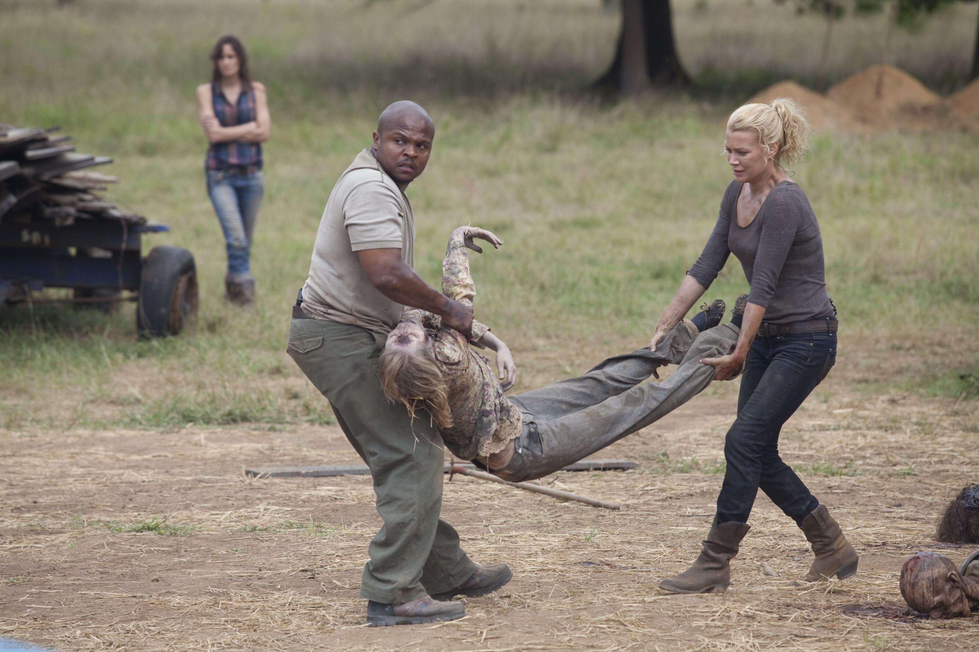 Who died in season 2 episode 8 of The Walking Dead?