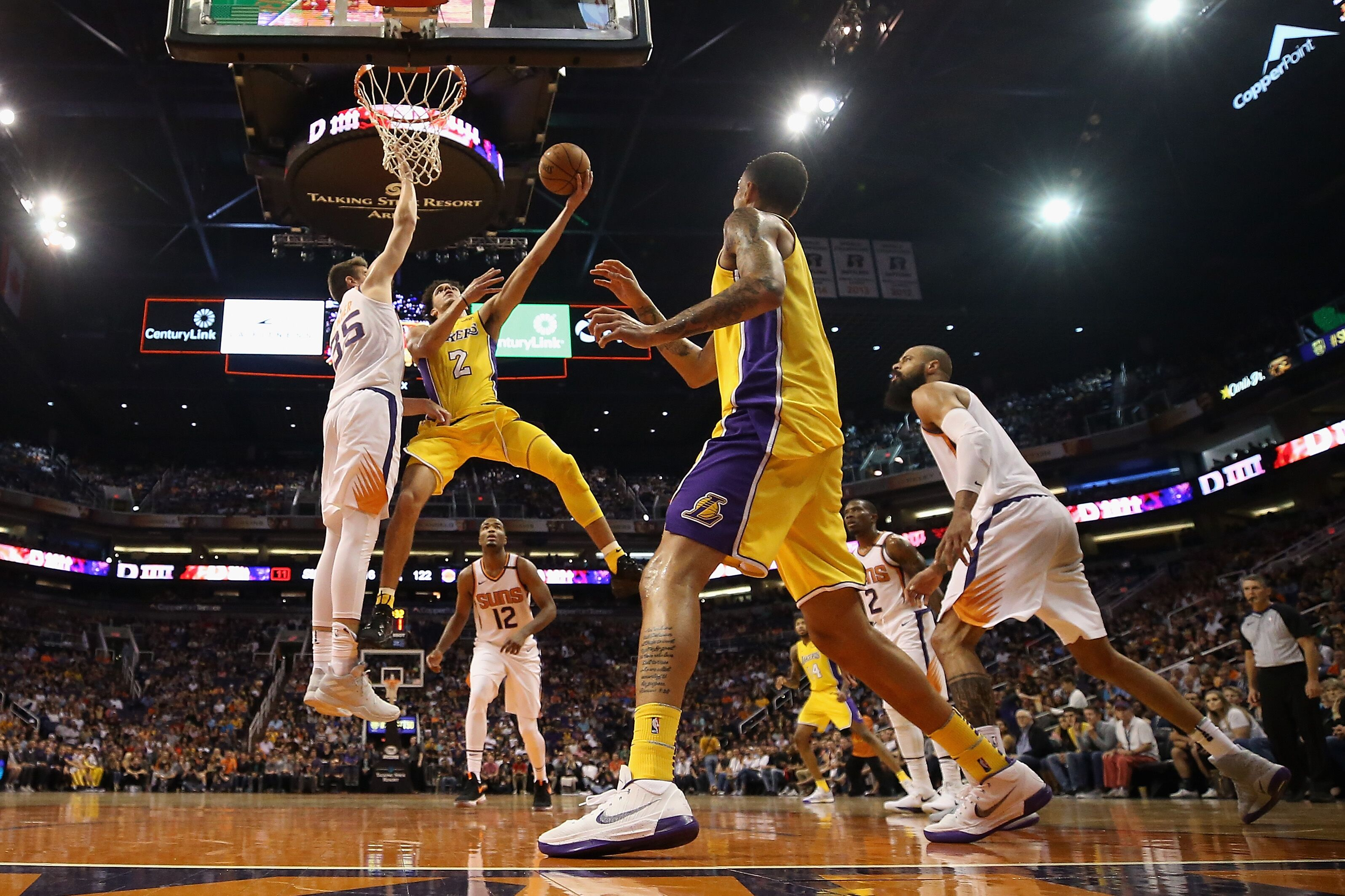 864188096-los-angeles-lakers-v-phoenix-suns.jpg