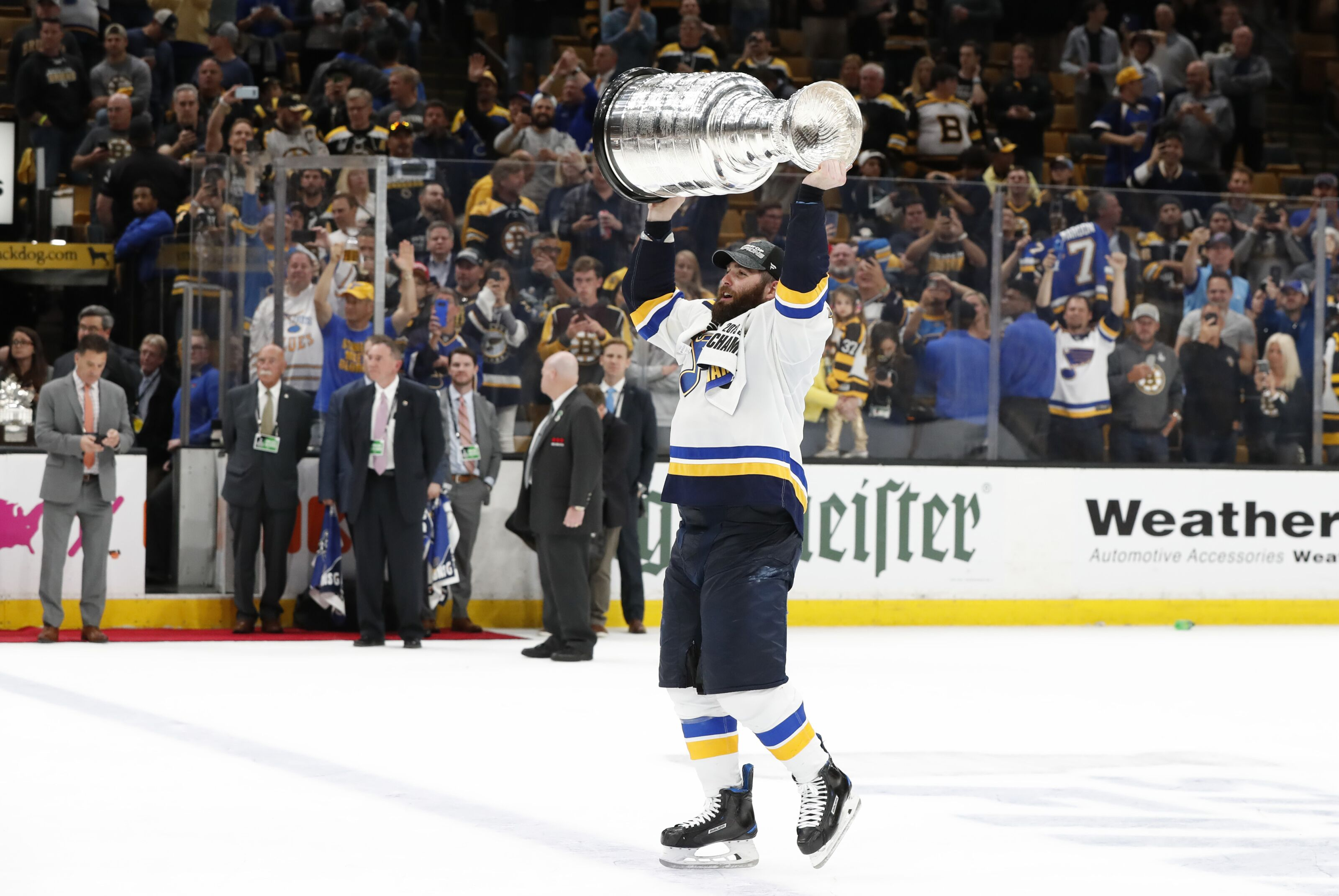online retailer 7a0ff 430b7 Vegas Golden Knights miss a trick by not signing Patrick Maroon