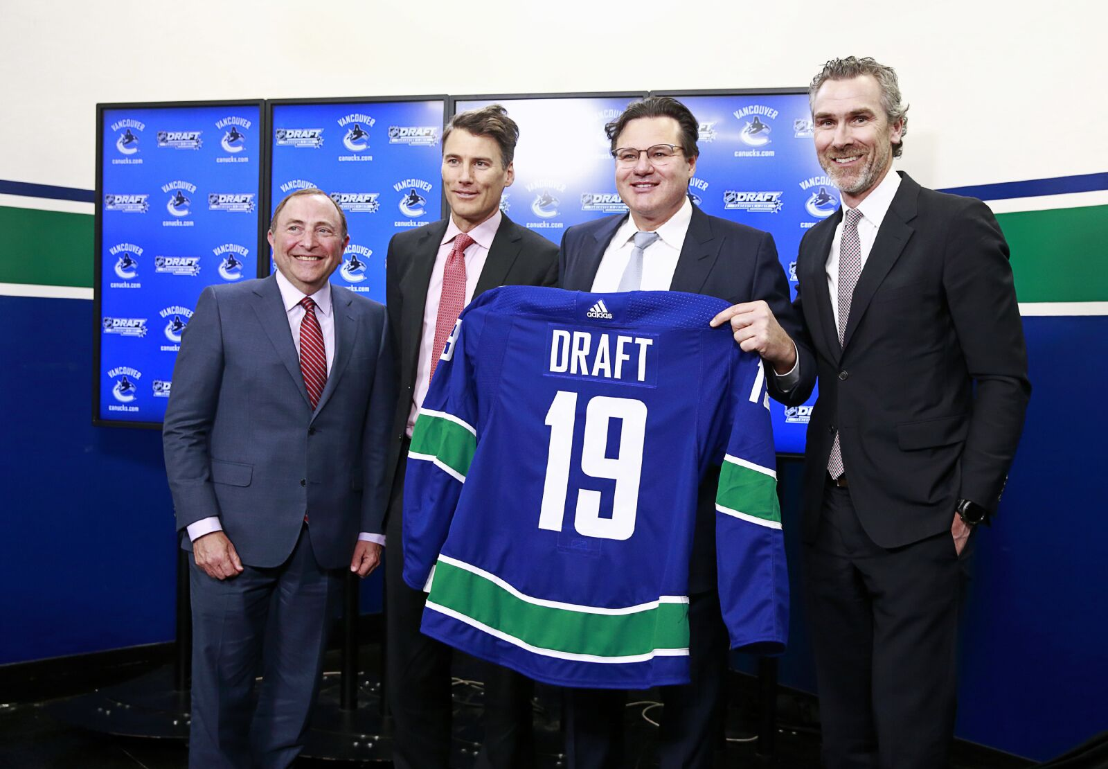 Vegas Golden Knights 2019 NHL Draft: Complete First Round Draft Order