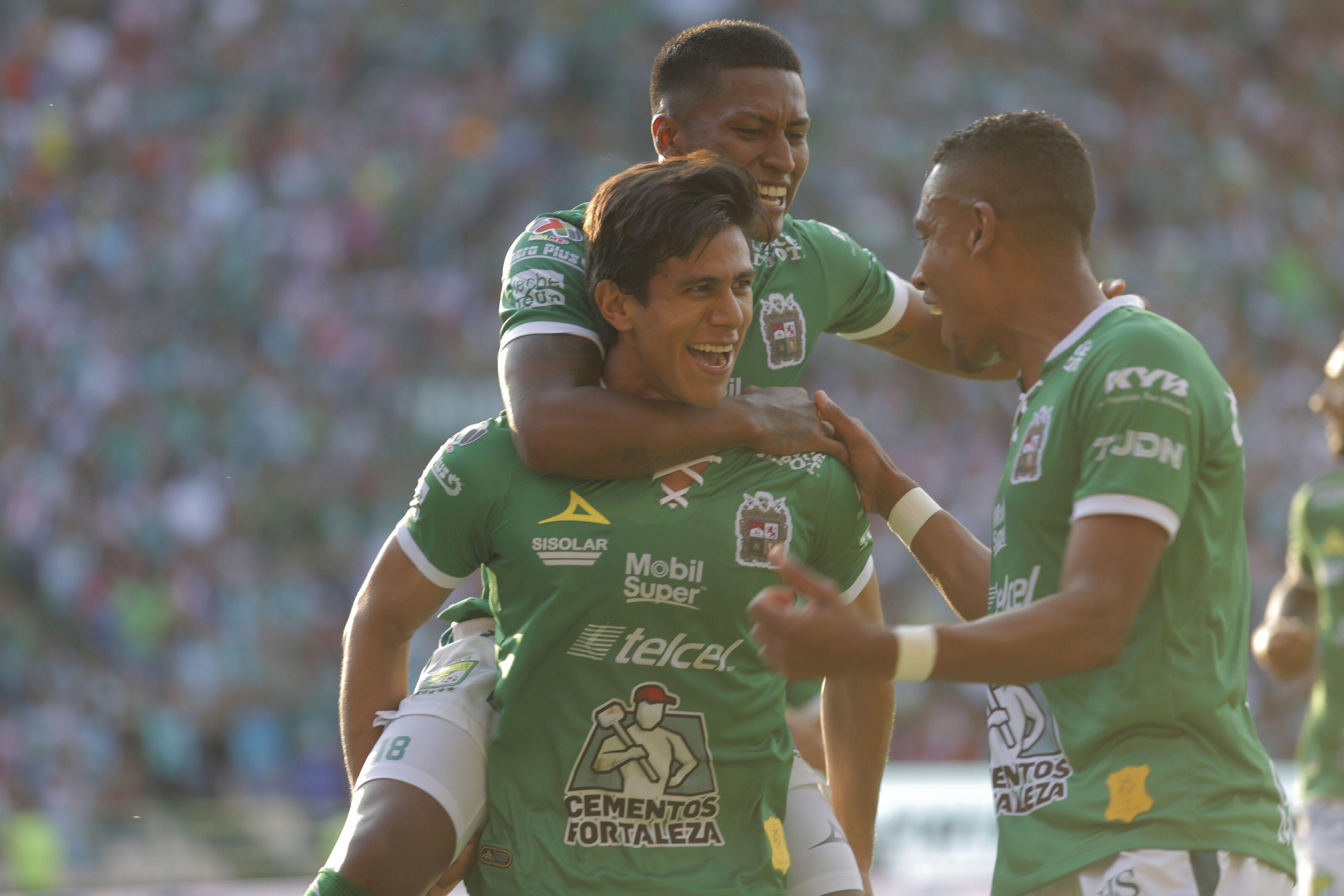 Leon survives frantic comeback by visiting Chivas, win 4-3