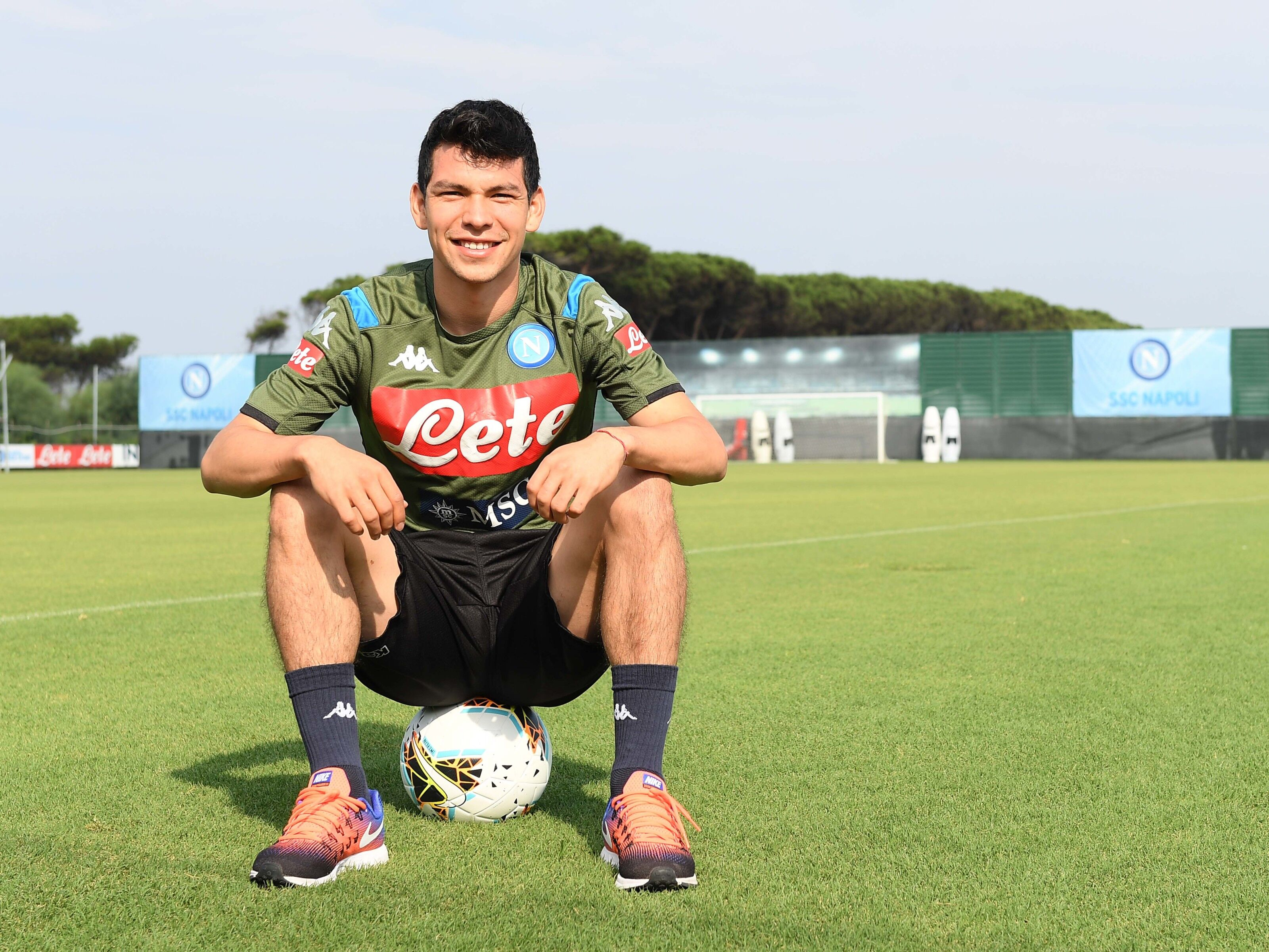 """Hirving """"Chucky"""" Lozano signs record 5-year-deal with Napoli"""