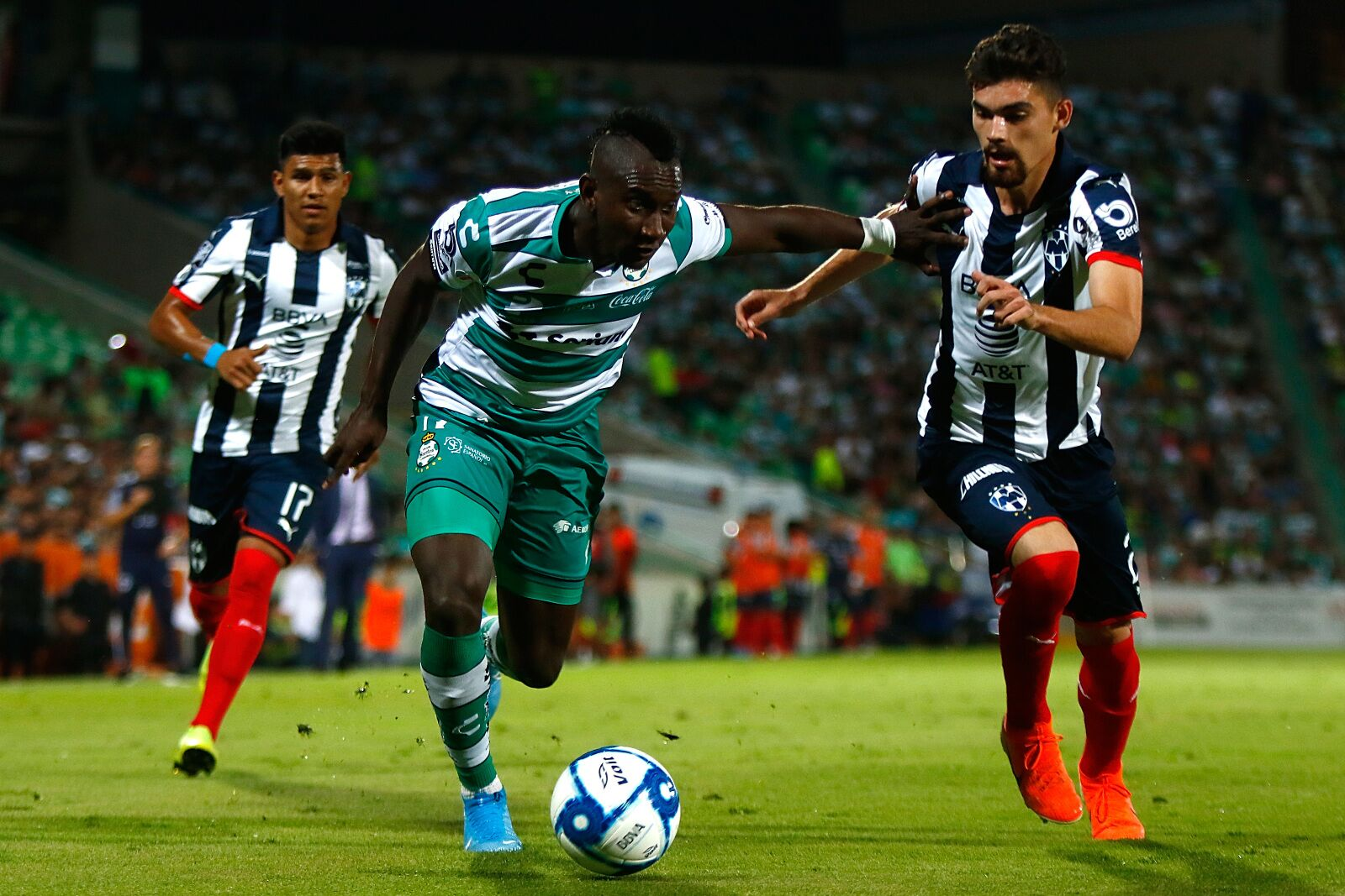 Santos jumps on Monterrey early, holds on for 2-1 victory