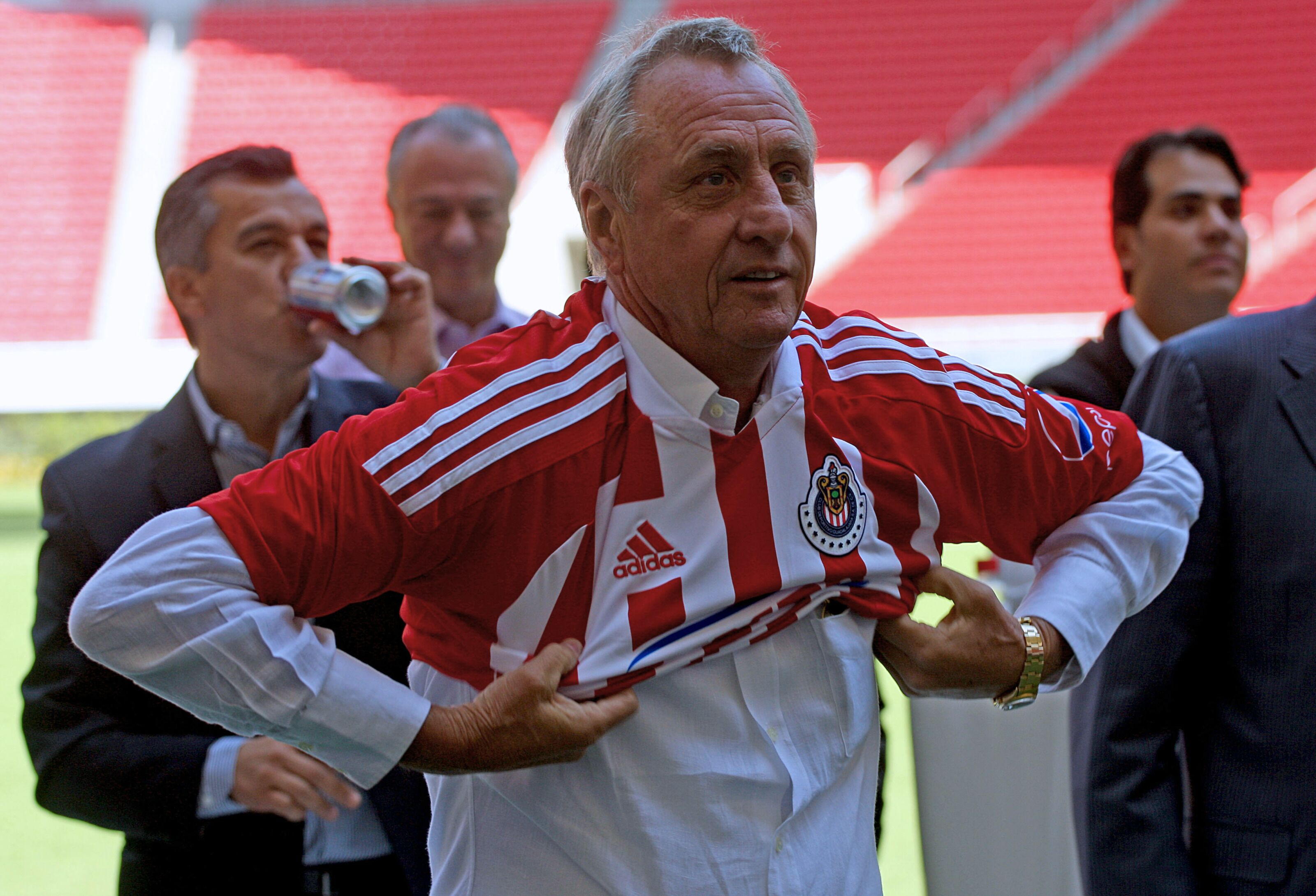 Remember When … Johan Cruyff took charge of the Chivas?