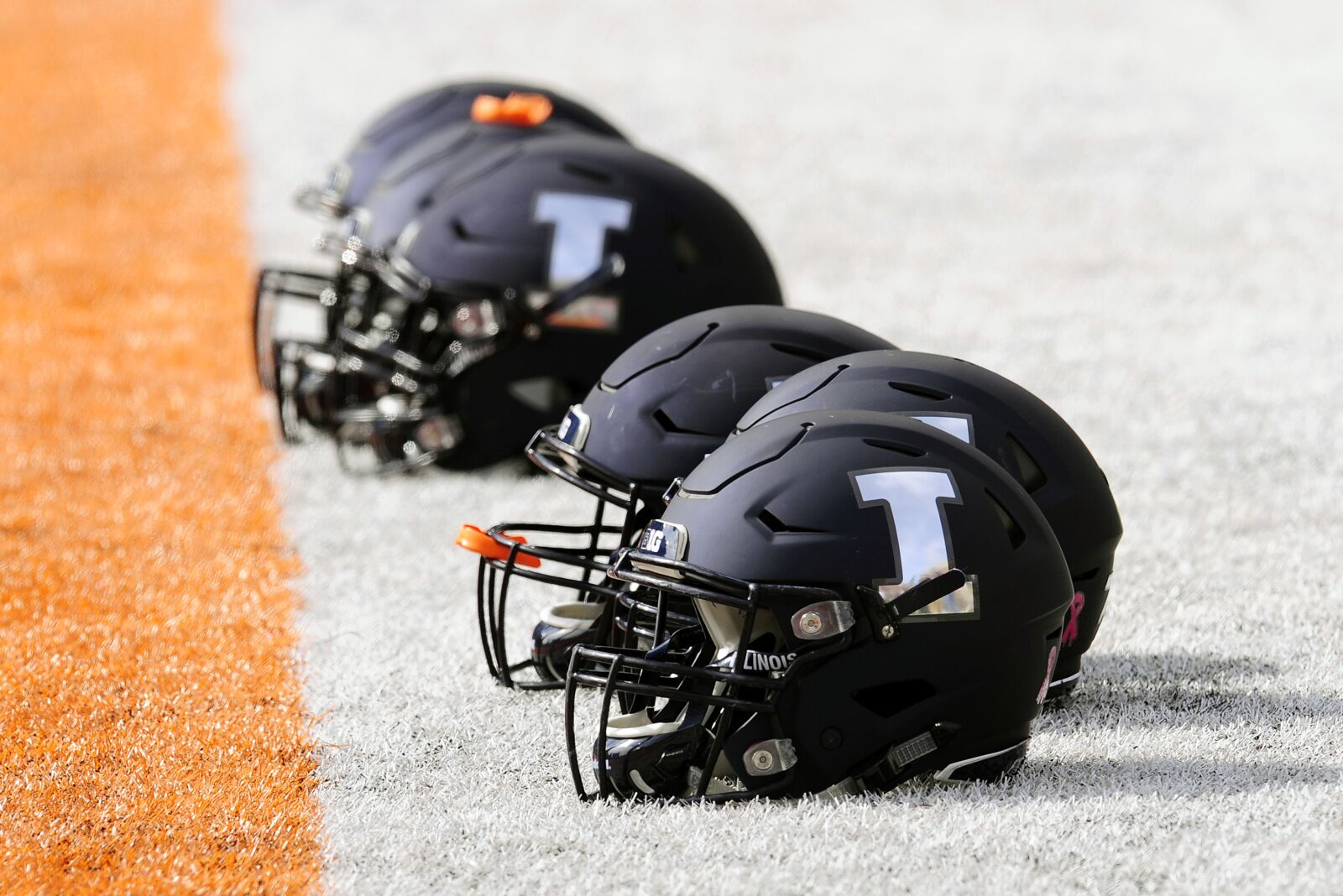 Illinois Football: Illini target west coast with offer to Alonso Person