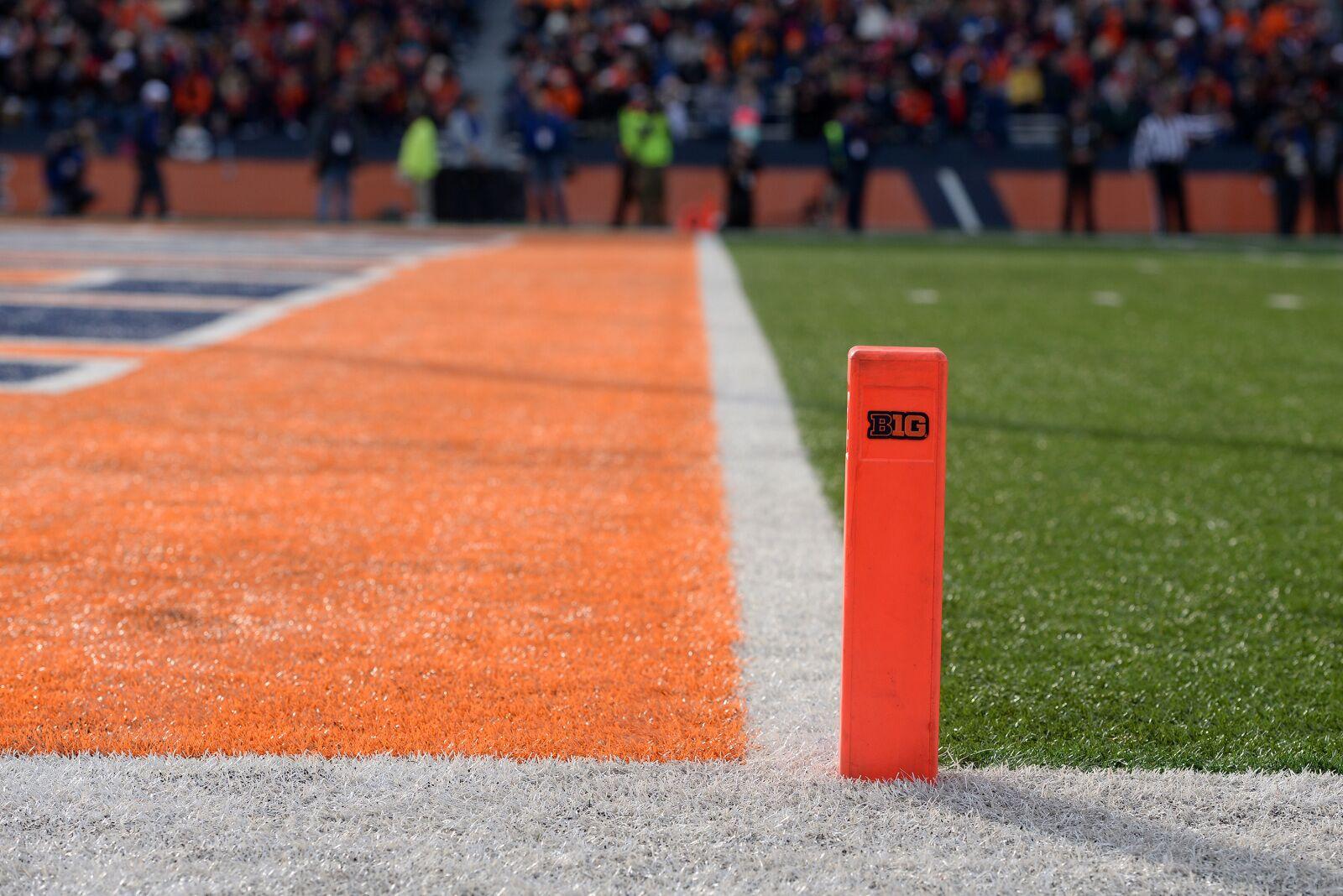 Illinois Football: Marcellus Moore keeps Illini in top 7