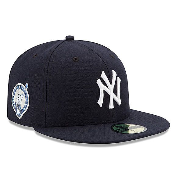 748a1d3793e07 Men s Majestic Derek Jeter White Navy New York Yankees Home Retirement  Patch Authentic Collection Flex Base Jersey