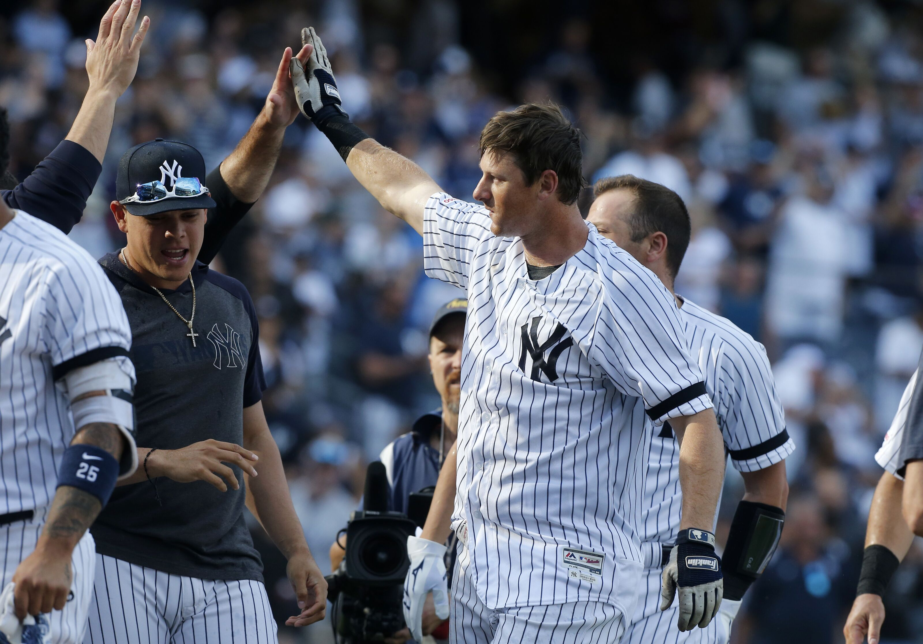 Yankees: Should they offer D.J. LeMahieu a contract extension?