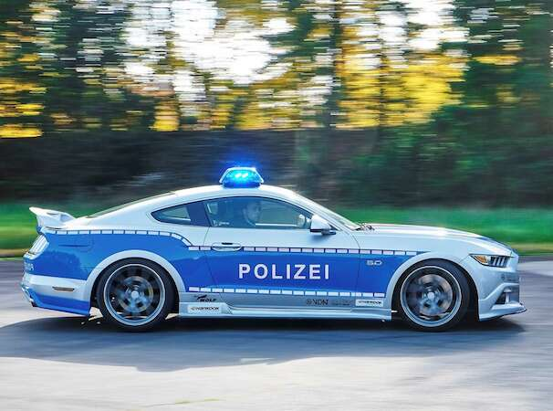 germany 39 s new ford mustang gt police car looks rad the drive. Black Bedroom Furniture Sets. Home Design Ideas