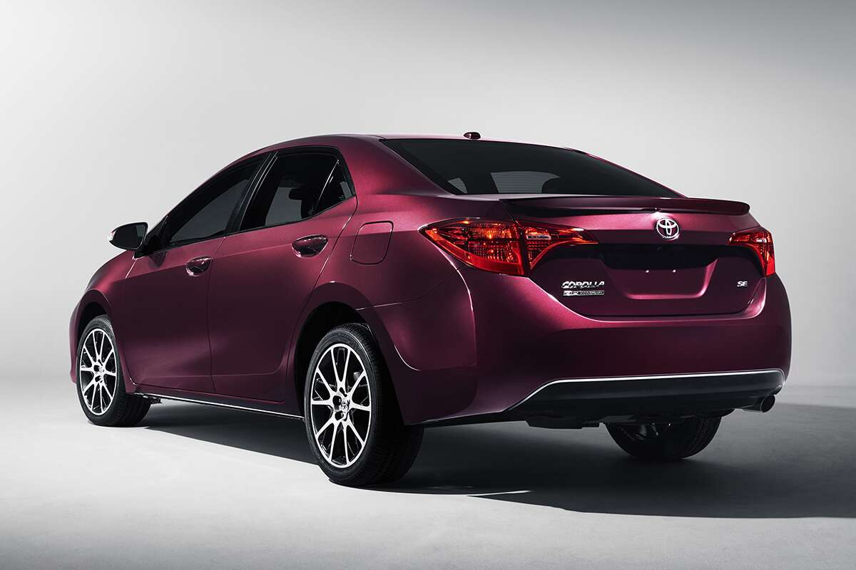 the 2017 toyota corolla xle is the entenmann 39 s cake of compact cars the drive. Black Bedroom Furniture Sets. Home Design Ideas