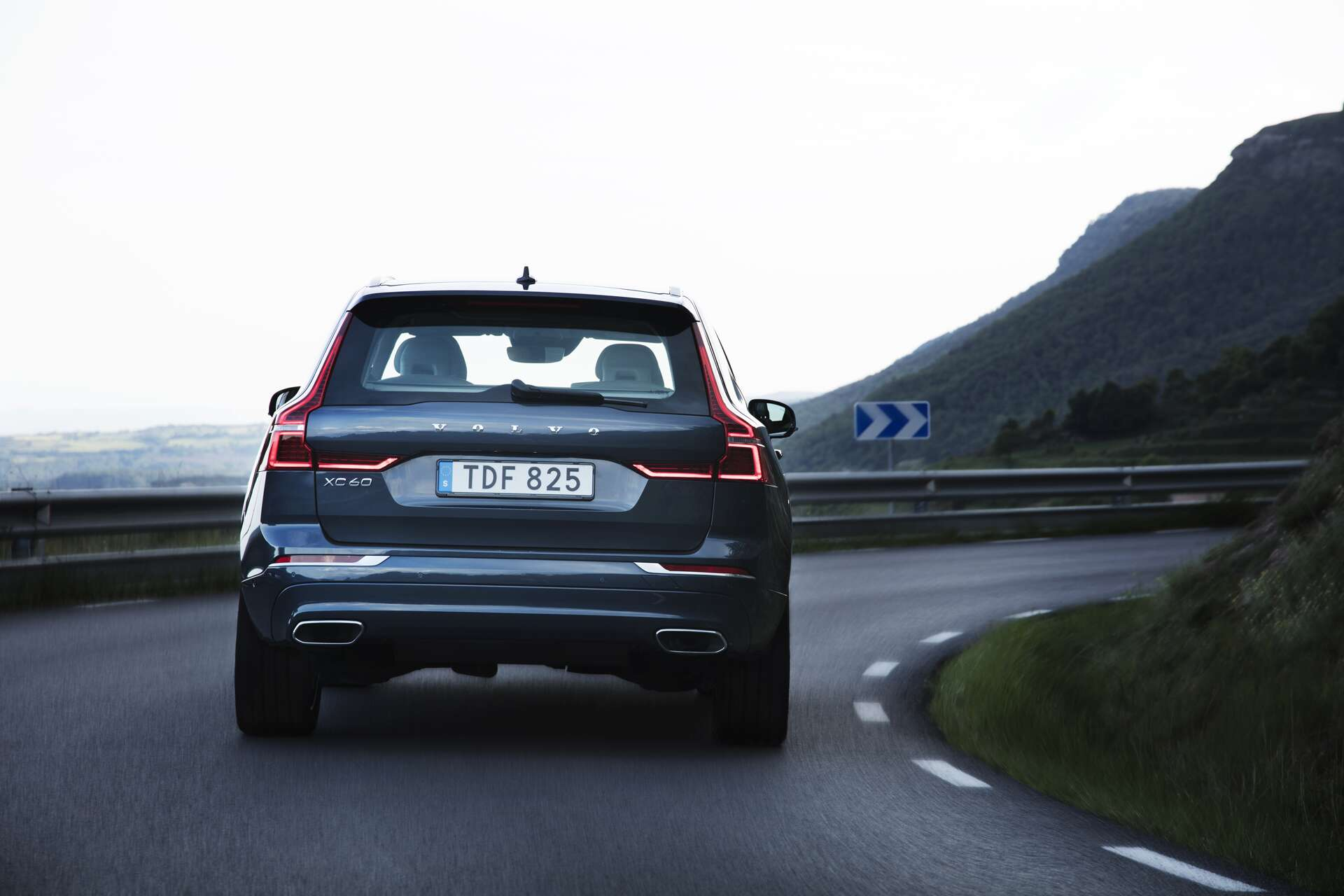 driving cr first makes front short review inlinehero suv consumer suvs falls reports crossover volvo but drive cars big promises