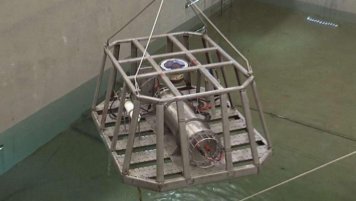 الصين تعزز هيبتها البحرية على قدرات المدمرة الجديدة Type 055A ?q=60&url=https%3A%2F%2Fs3.amazonaws.com%2Fthe-drive-staging%2Fmessage-editor%252F1496182070229-device