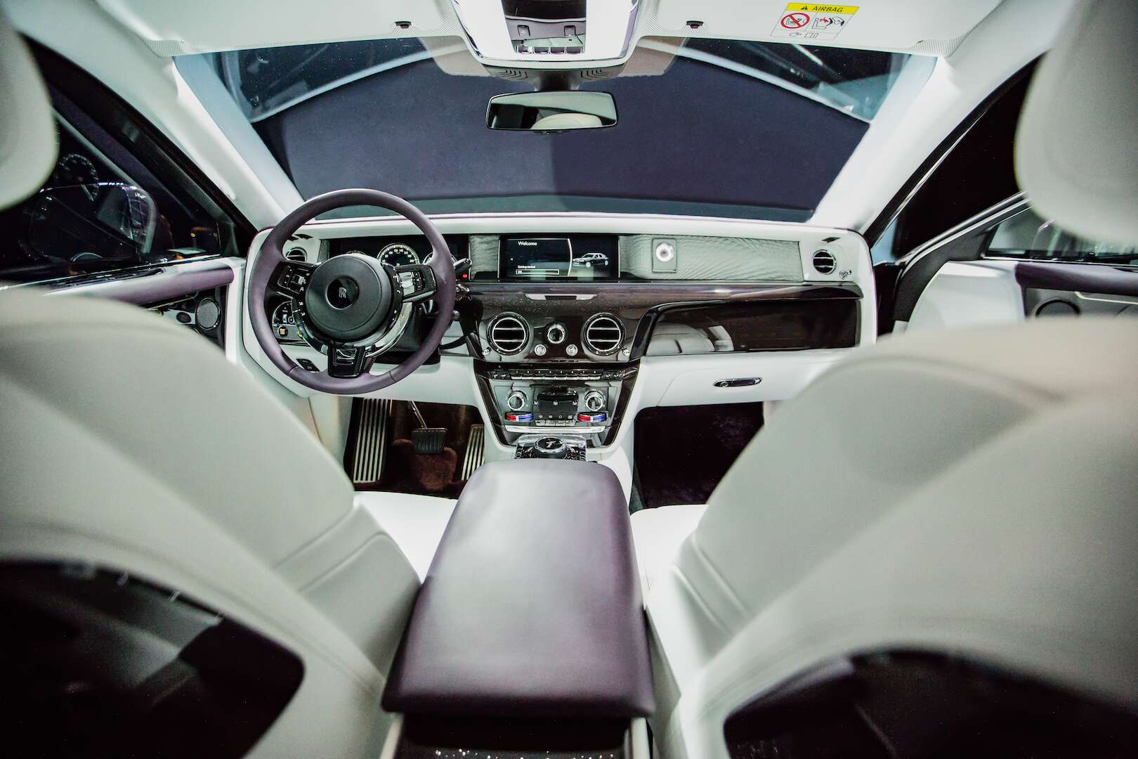 2018 rolls royce phantom revealed a 450 000 car with a built in art gallery the drive. Black Bedroom Furniture Sets. Home Design Ideas