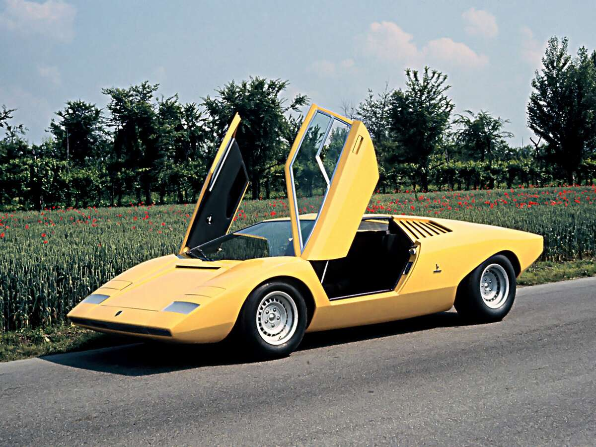 this is what it 39 s like to drive a 1985 lamborghini countach lp5000s qv. Black Bedroom Furniture Sets. Home Design Ideas