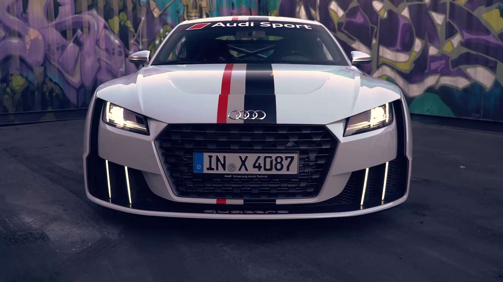 The 600 horsepower audi tt clubsport turbo concept visits for Garage audi tours
