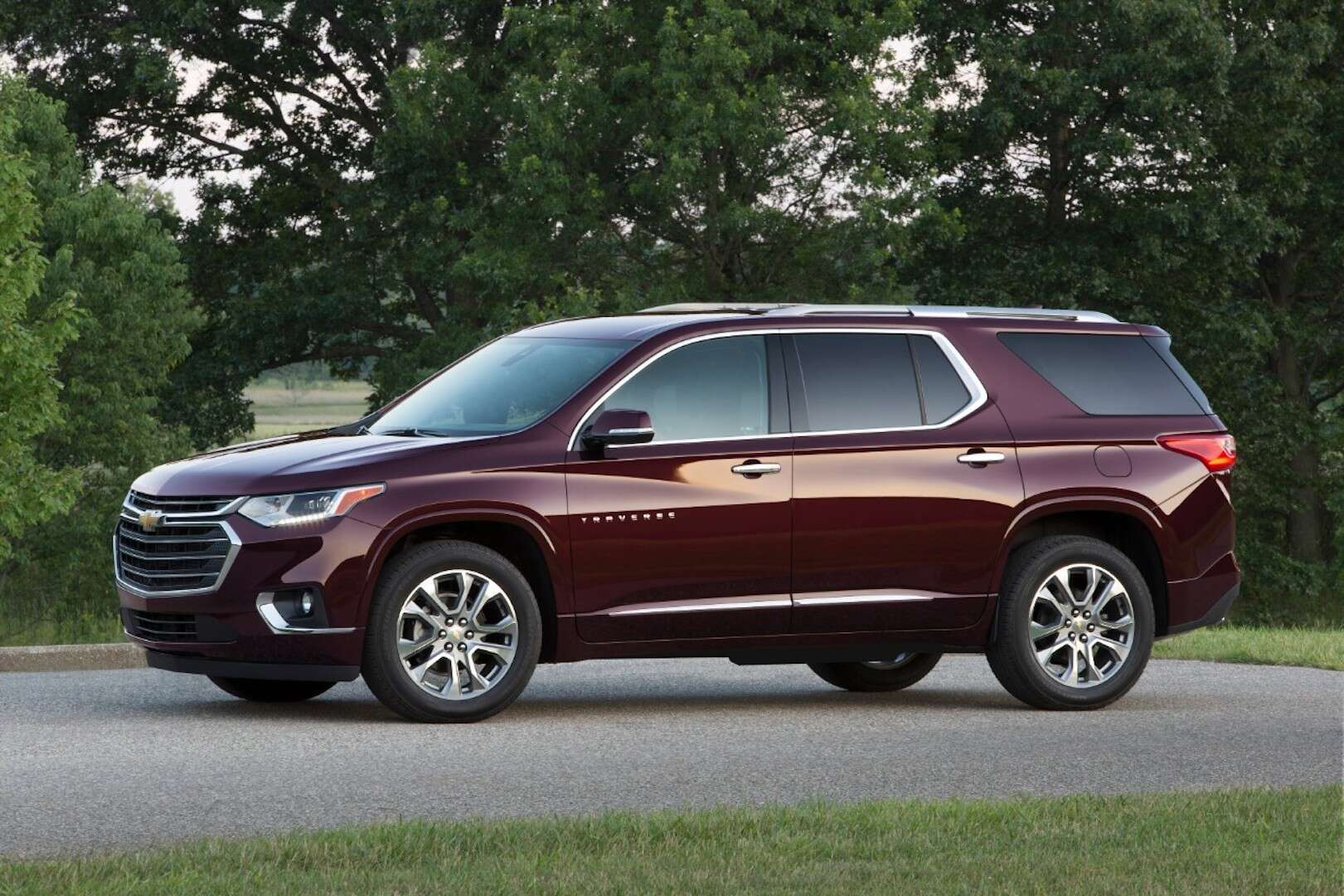 All Chevy big chevy suv : 2018 Chevrolet Traverse Review: A Handsome Crossover SUV That ...