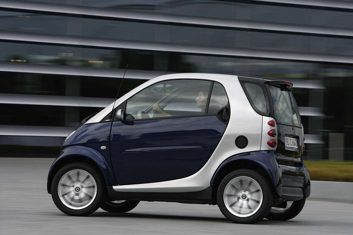 smart fortwo explodes after owner accidentally fills air intake with gasoline the drive. Black Bedroom Furniture Sets. Home Design Ideas