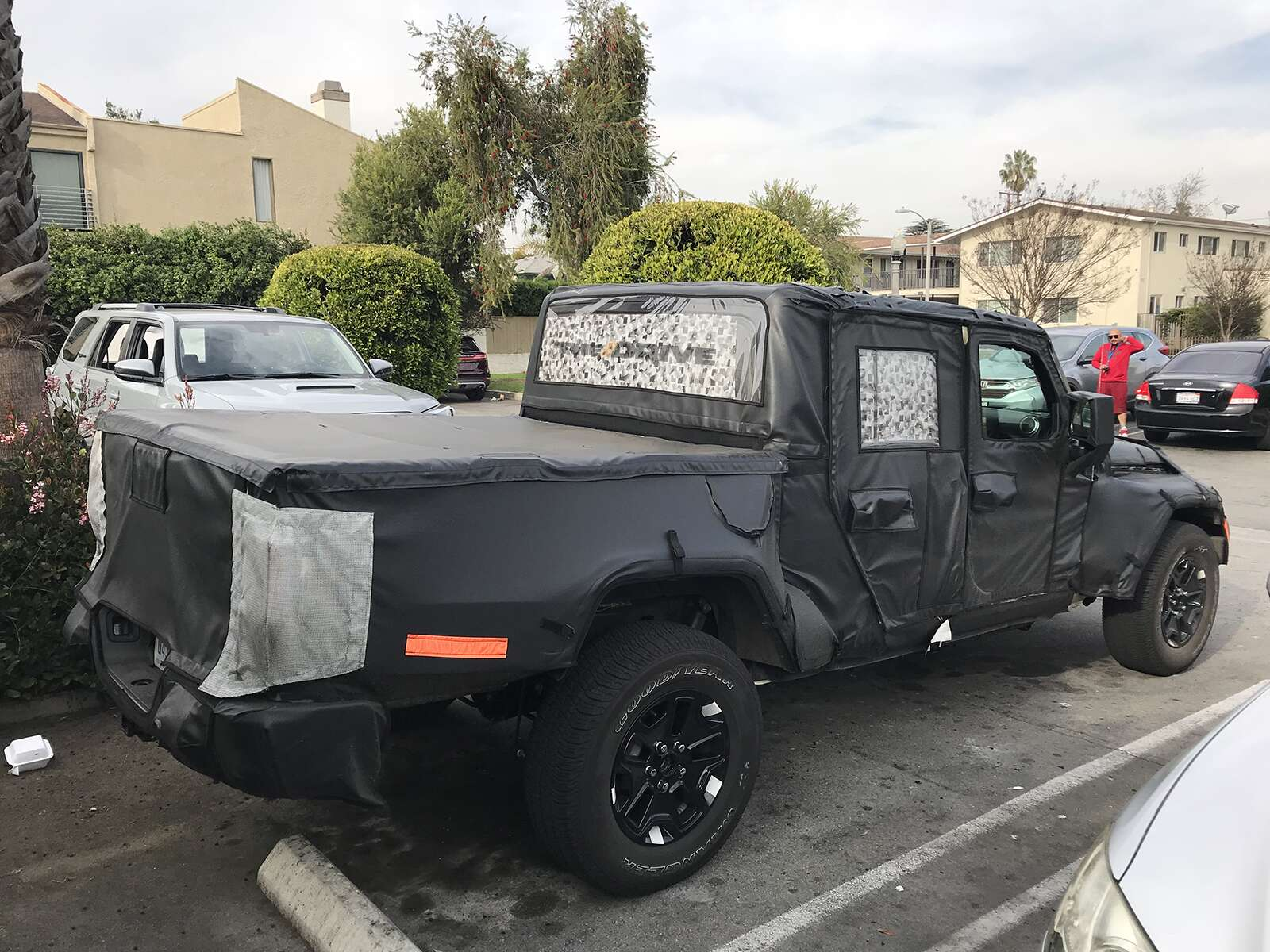 exclusive shots suggest the 2019 jeep wrangler pickup truck will have fold down windshield the. Black Bedroom Furniture Sets. Home Design Ideas