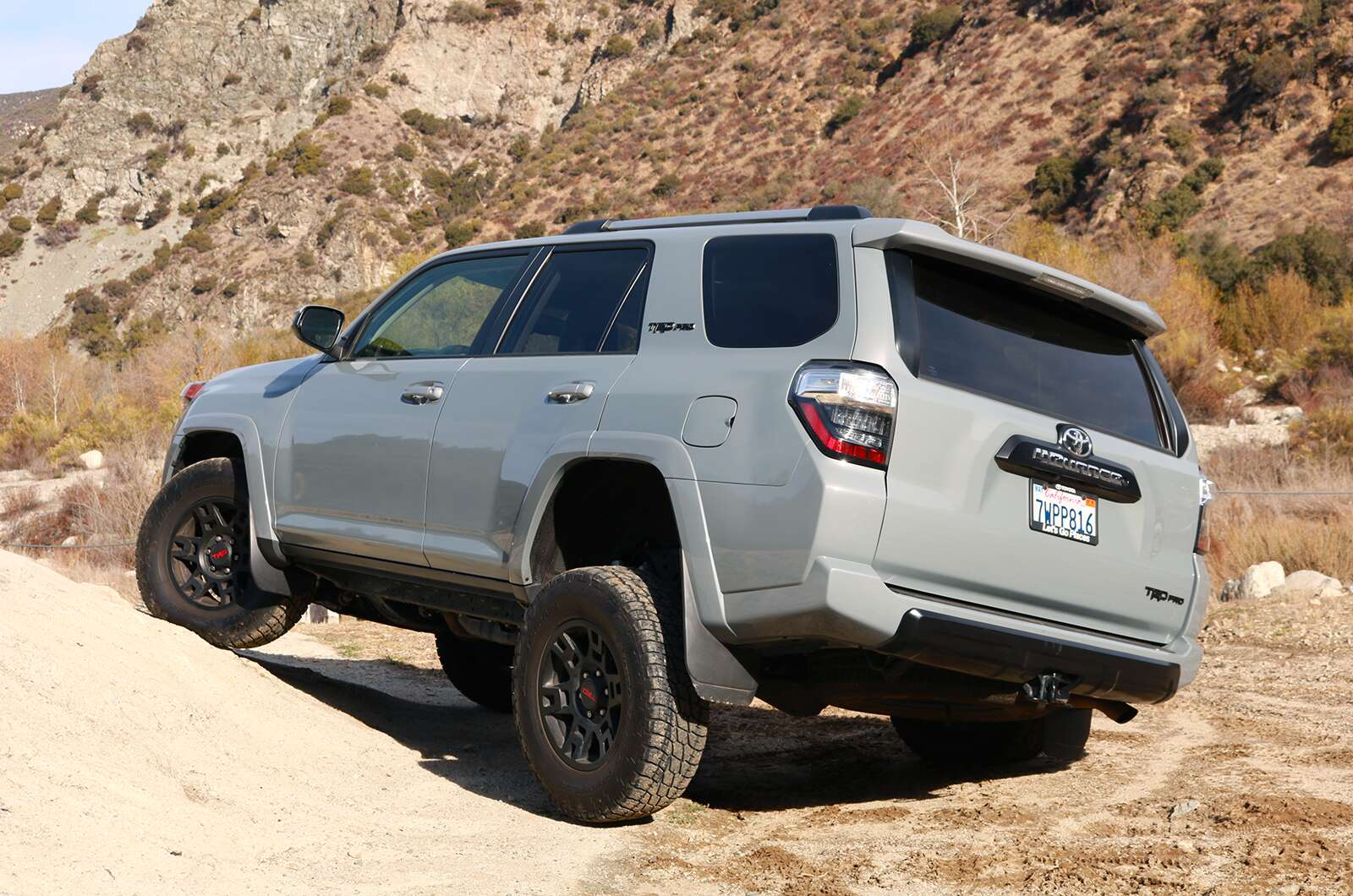 2017 toyota 4runner trd pro review old school off road goodness done right the drive. Black Bedroom Furniture Sets. Home Design Ideas