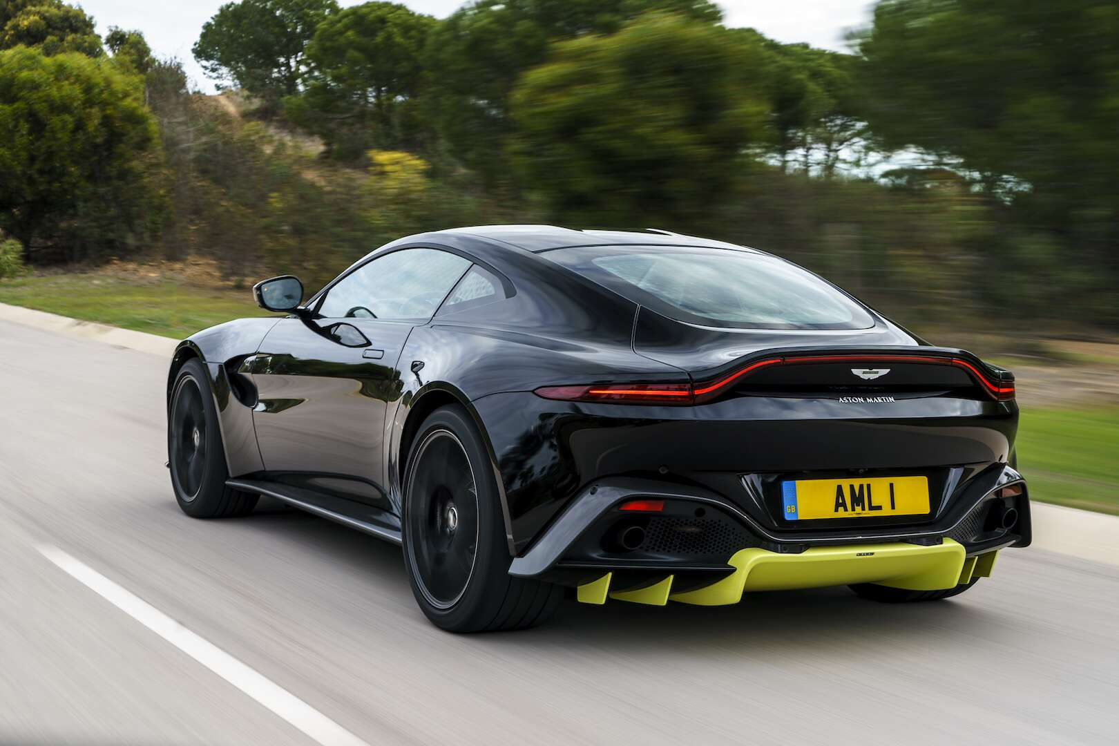 2019 aston martin vantage first drive review: this 195-mph predator