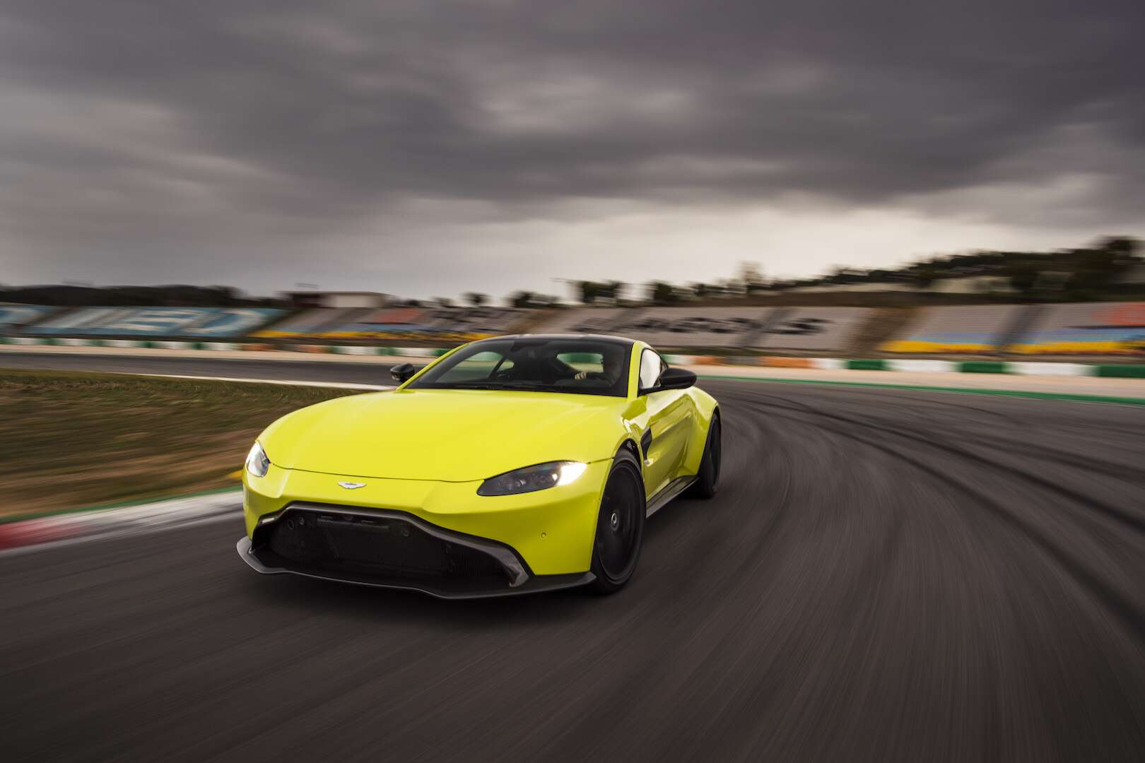 2019 Aston Martin Vantage First Drive Review This 195 Mph Predator