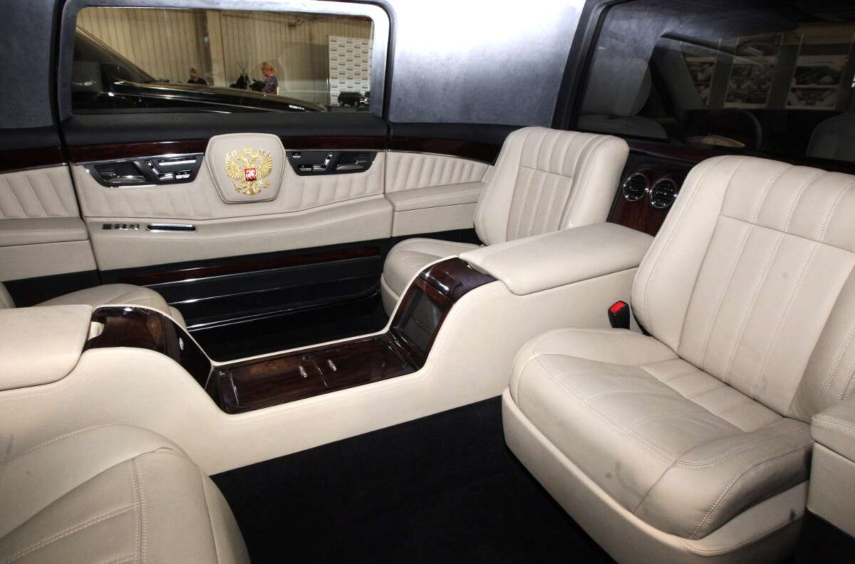 russian president 39 s new limousine is here and it 39 s a beast news articles motorists education. Black Bedroom Furniture Sets. Home Design Ideas