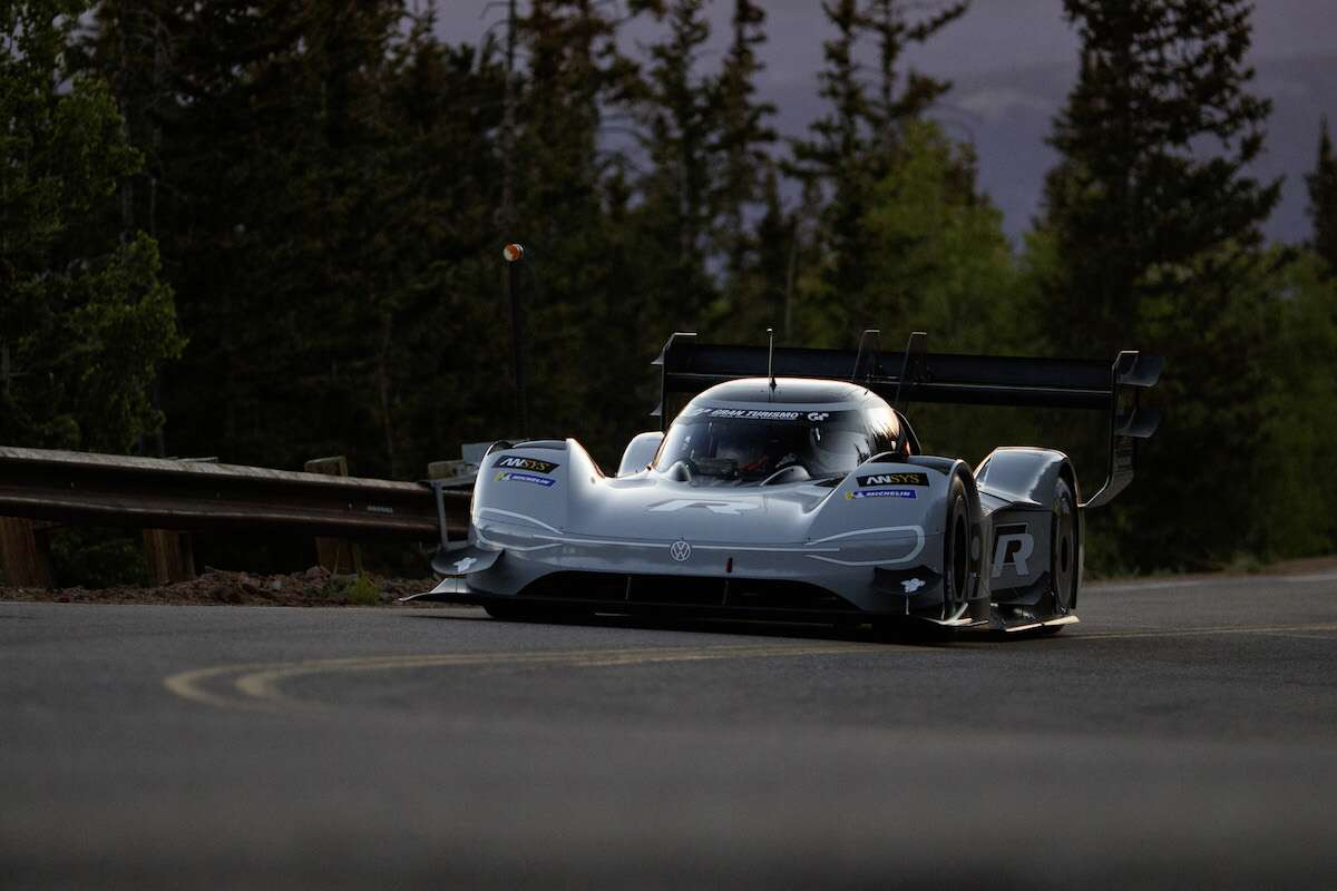 volkswagen i d r fastest in qualifying for pikes peak hillclimb the drive. Black Bedroom Furniture Sets. Home Design Ideas