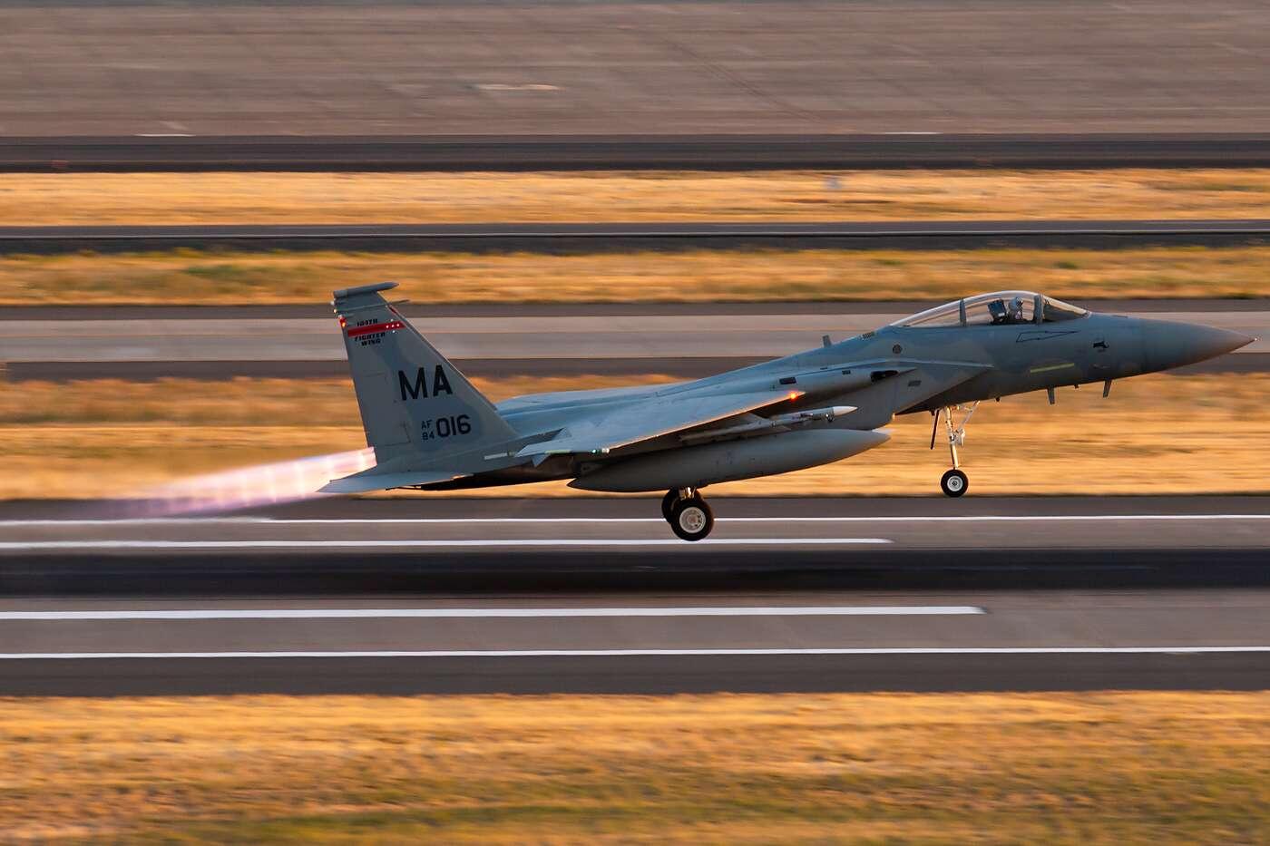 4e1c36224b77 Oregon F-15s Scramble To Seattle To Intercept Possibly Stolen Q400 ...