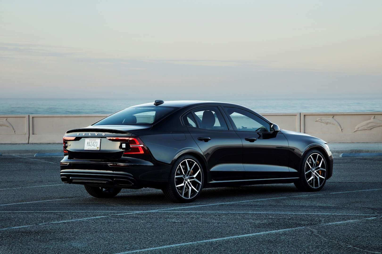 2019 Volvo S60 T8 Twin Engine Review Half Baked Hybrid Shows Volvo