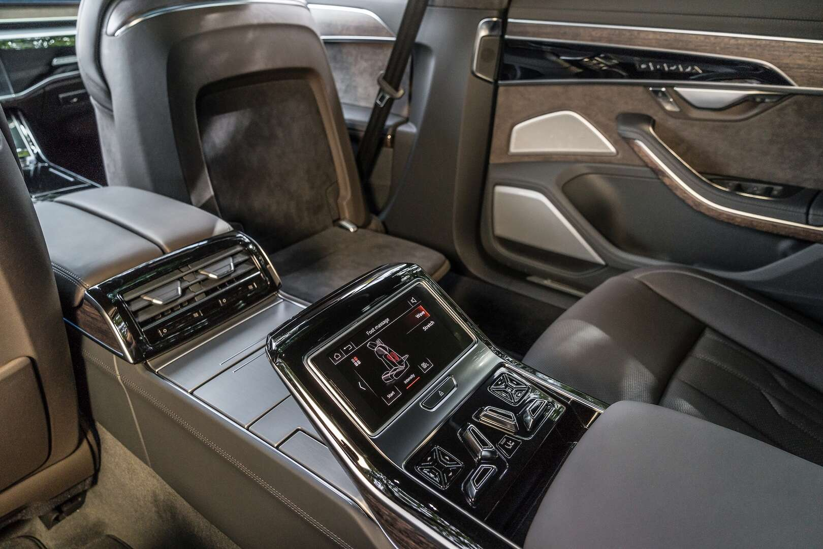 2019 audi a8 review tech packed flagship sedan delivers. Black Bedroom Furniture Sets. Home Design Ideas