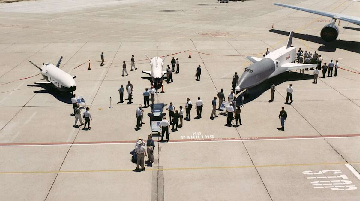 The Tragic Tale Of How NASA's X-34 Space Planes Ended Up ...