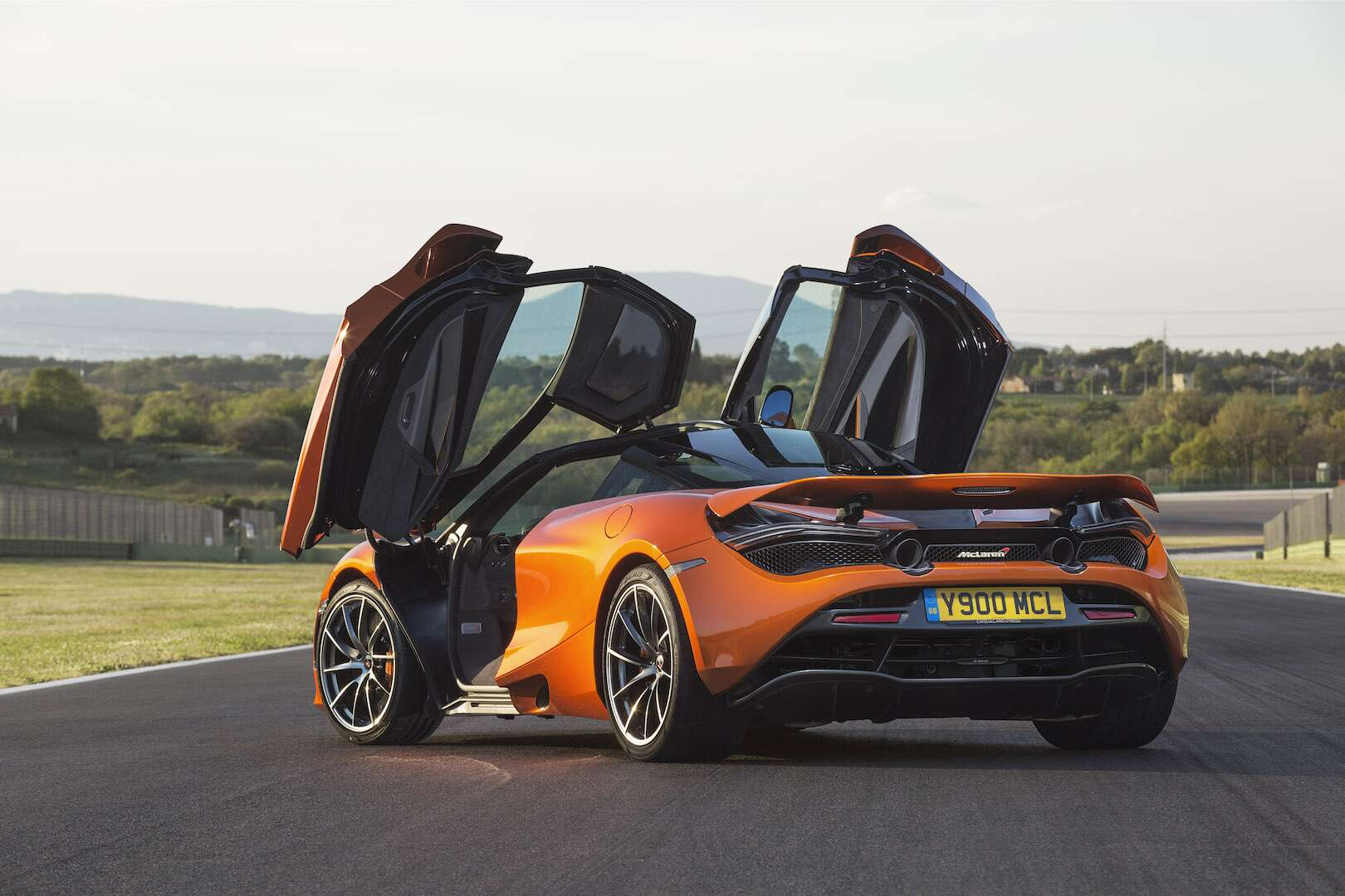 2018 mclaren 720s a 212 mph roman holiday the drive. Black Bedroom Furniture Sets. Home Design Ideas