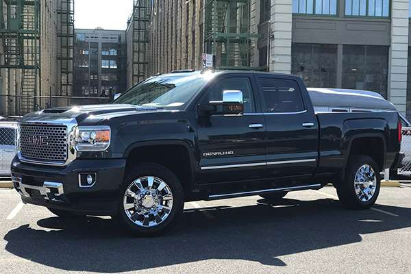 2017 gmc sierra 2500hd denali review stunning good looks. Black Bedroom Furniture Sets. Home Design Ideas