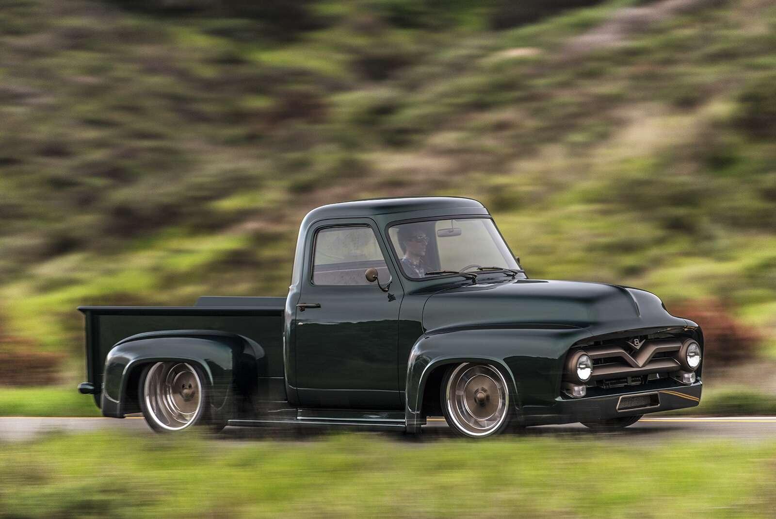 classic car studio 39 s 1953 ford f100 restomod review the fancy truck grandpa never had the drive. Black Bedroom Furniture Sets. Home Design Ideas
