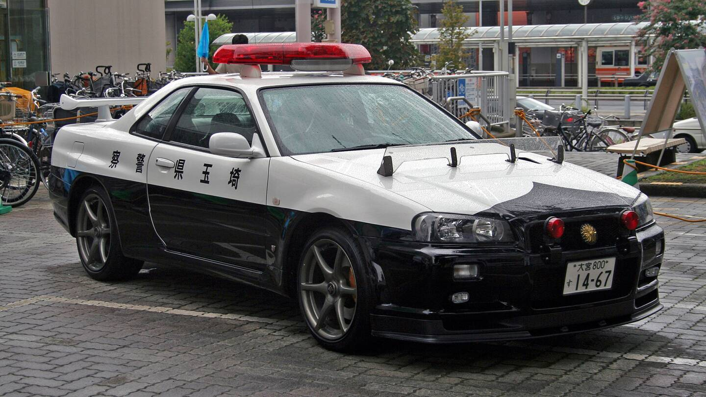 Nissan nissan sky : Nissan Skyline GT-R R34 Police Car Caught in Action in Japan - The ...