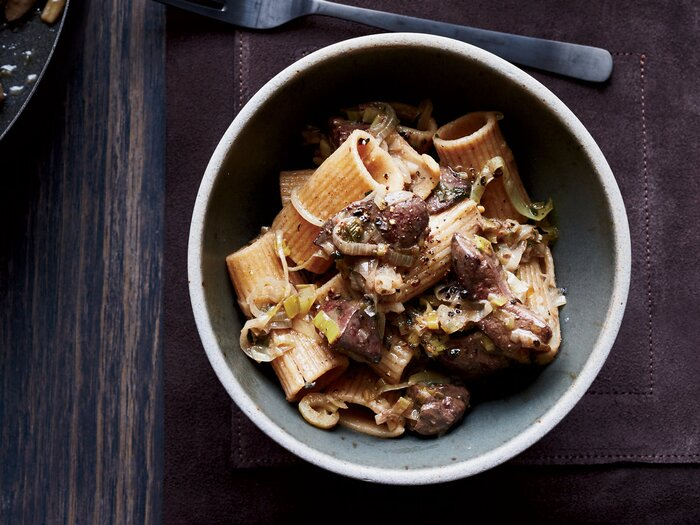 Spelt rigatoni with chicken livers leeks and sage recipe marco original 201502 r spelt rigatoni with chicken livers forumfinder Images