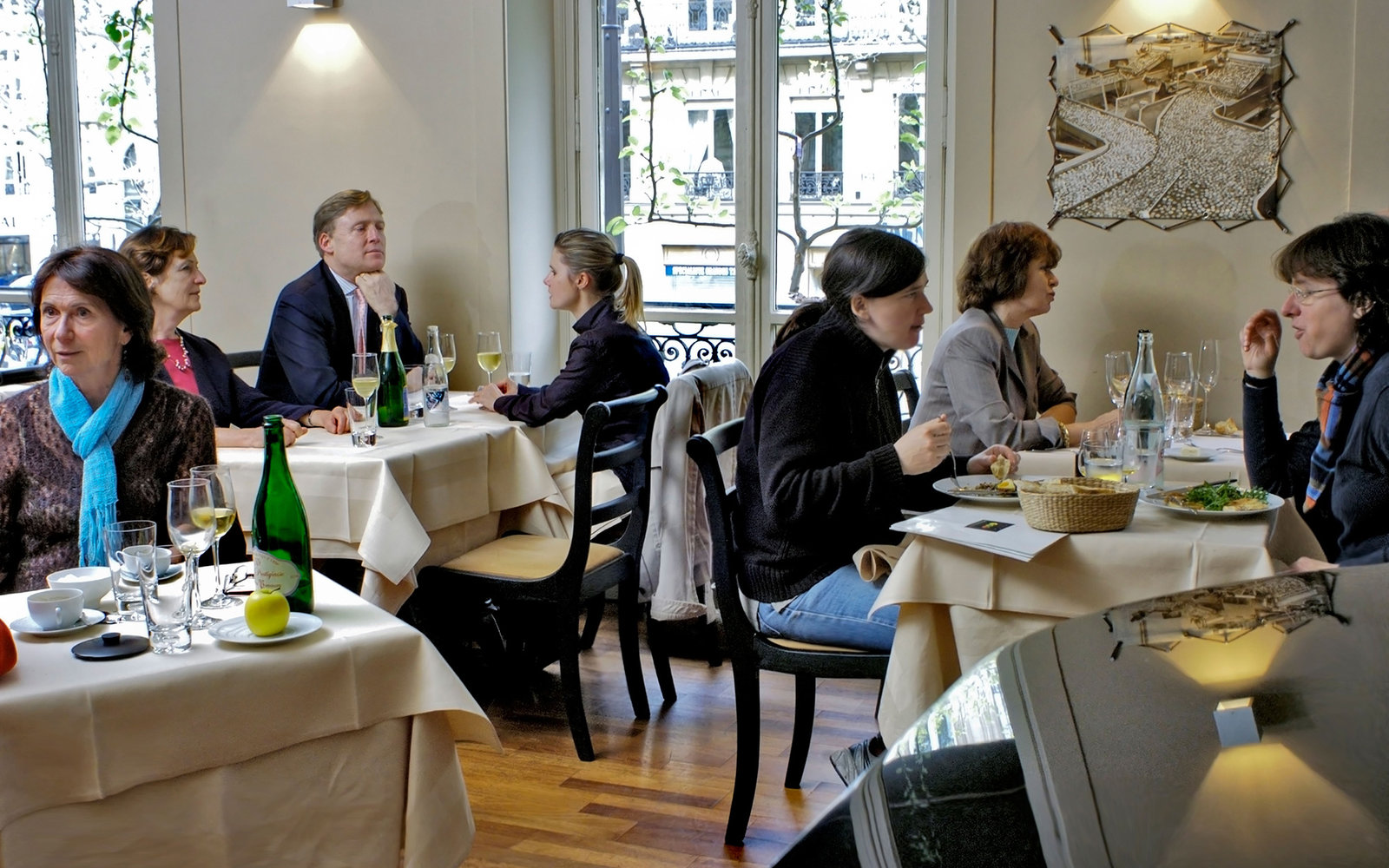 BKEX5J Paris, France ,Bistro Restaurant,, Pomze, people Eating Lunch, 1st Floor, Dining Room,