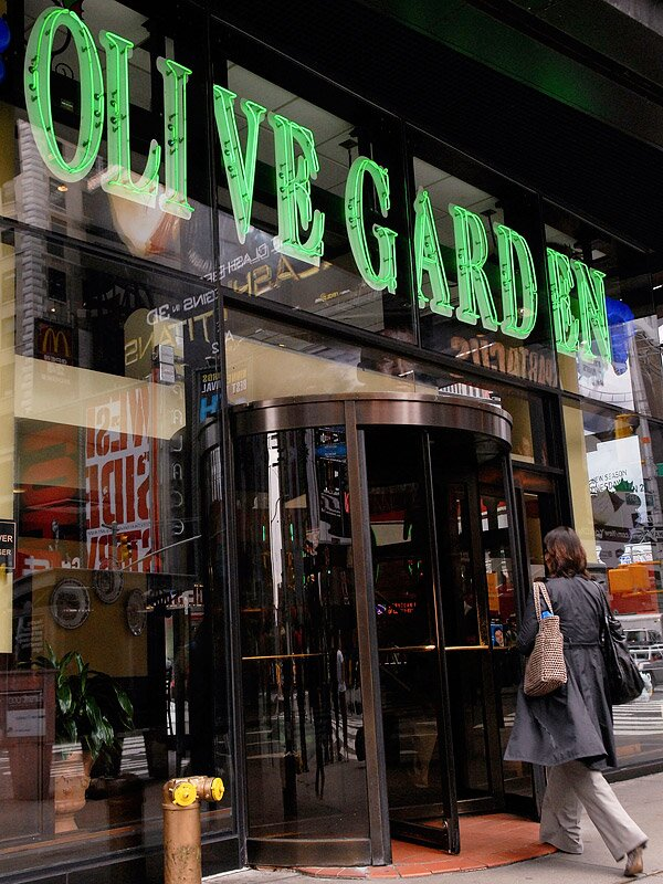 jonathan fickiesbloomberggetty - Is Olive Garden Open On Christmas Eve